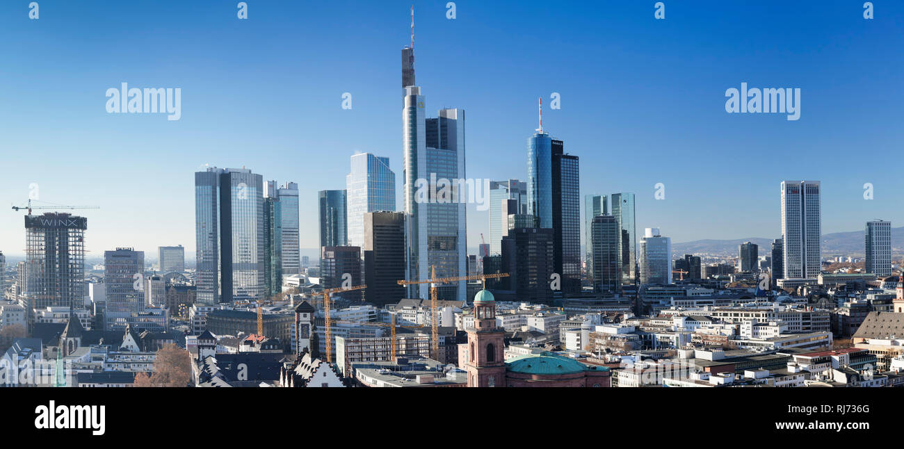 Blick vom Kaiserdom St. Bartolomäus zur Paulskirche und zur Skyline von Frankfurt am Main, Hessen, Deutschland - Stock Image