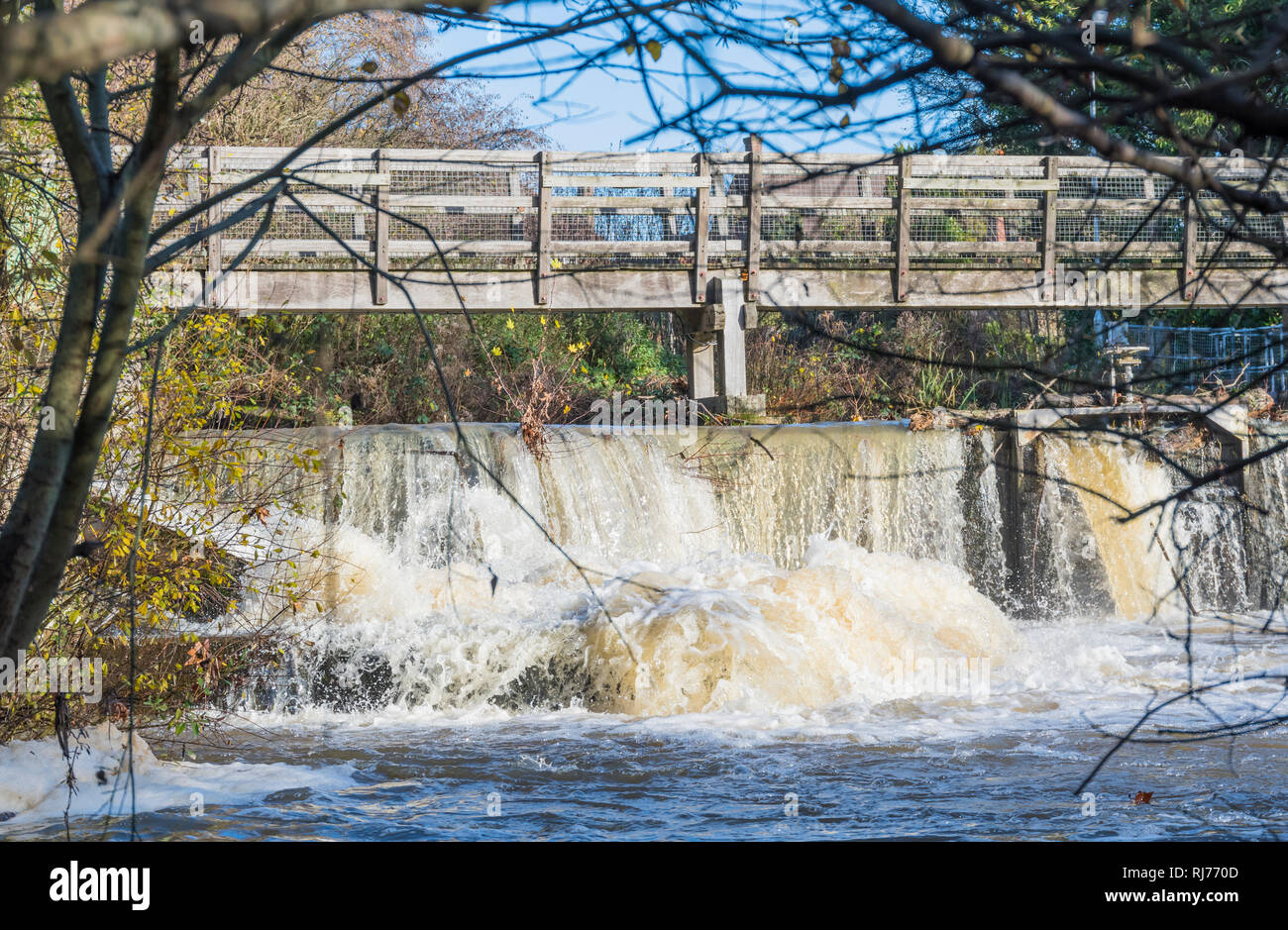 North Mill Weir and sluice gates on the River Rother (Western) in Easebourne, Midhurst, West Sussex, England, UK. - Stock Image