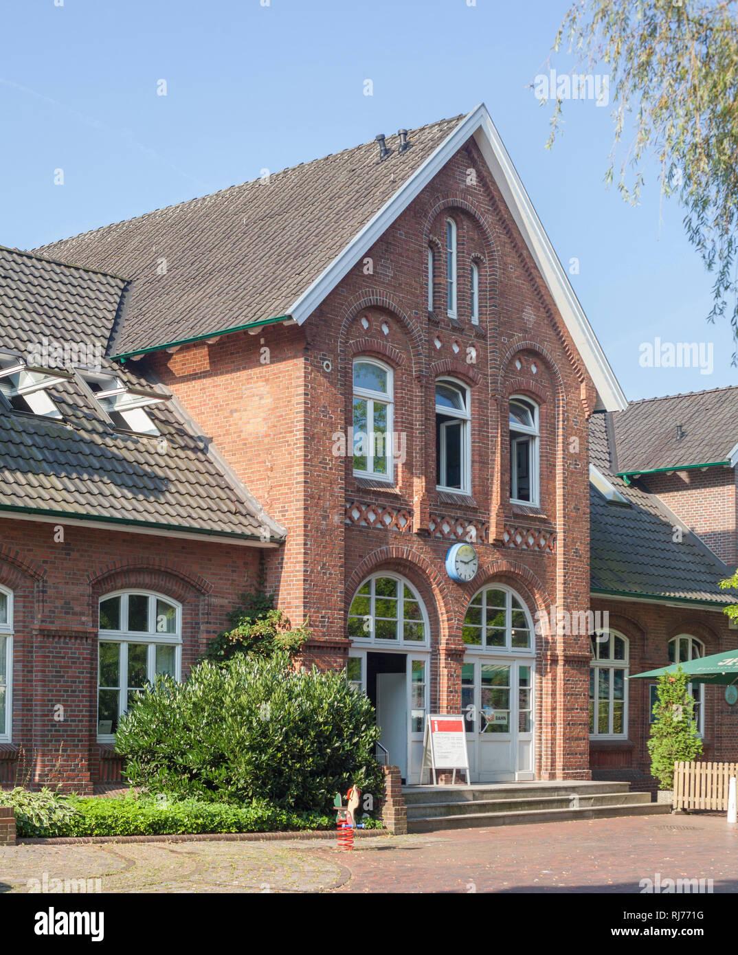 Deutschland, Niedersachsen, Bad Zwischenahn, Bahnhof - Stock Image