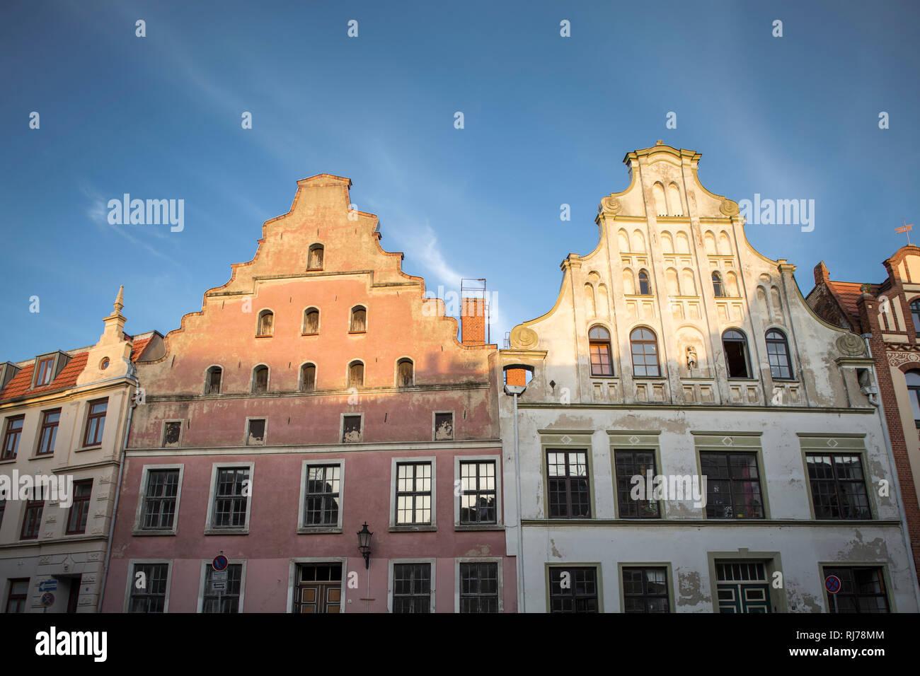 Giebel von historischen Häusern in Wismar, Deutschland - Stock Image