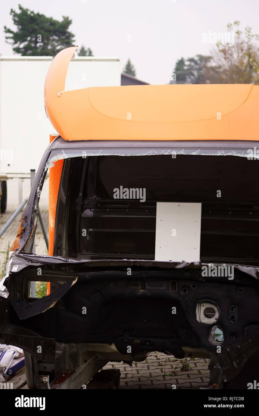 Das Wrack eines stillgelegten Lastkraftwagens ohne Motor, Sitze und Lenkrad. - Stock Image