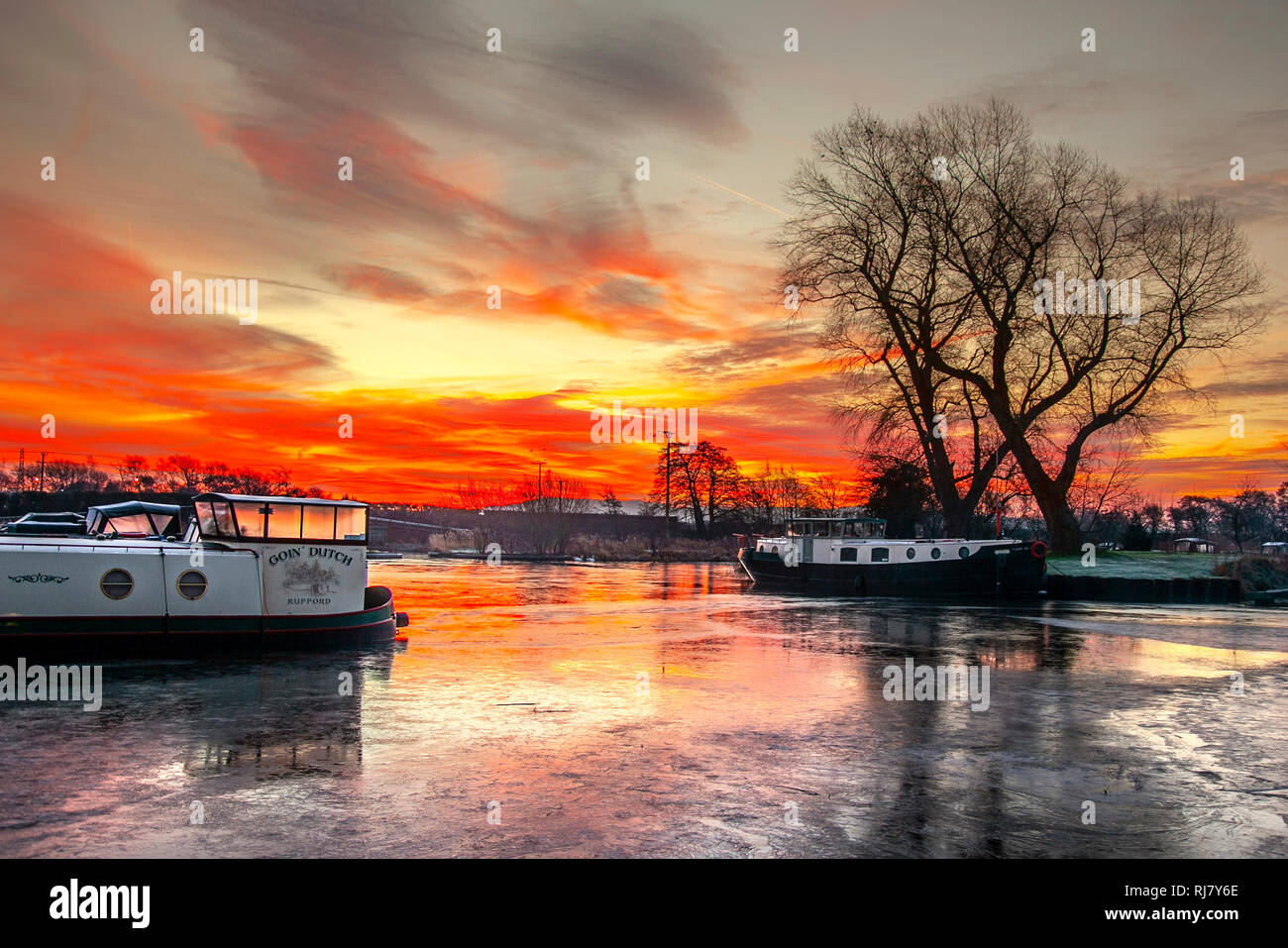 Rufford, West Lancashire, UK. 5th February 2019. Marina Sunrise. A cool & crisp start to the day as a beautiful morning sunrise cascades over the canal boats moored on the picturesque Rufford Marina in West Lancashire. Credit: Cernan Elias/Alamy Live News - Stock Image
