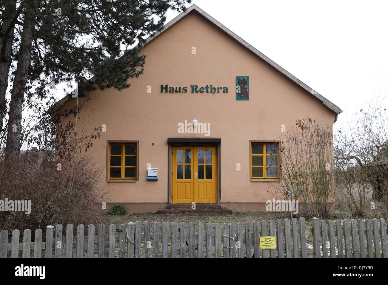 Alt Rehse, Germany. 05th Feb, 2019. The house where a 53-year-old defendant allegedly tortured a young woman to death. The Neubrandenburg Regional Court has been hearing the case since 05.02.2019. A 53-year-old man had tied up his girlfriend and let her die because he felt persecuted. The first sentence was overturned. Credit: Bernd Wüstneck/dpa/Alamy Live News - Stock Image