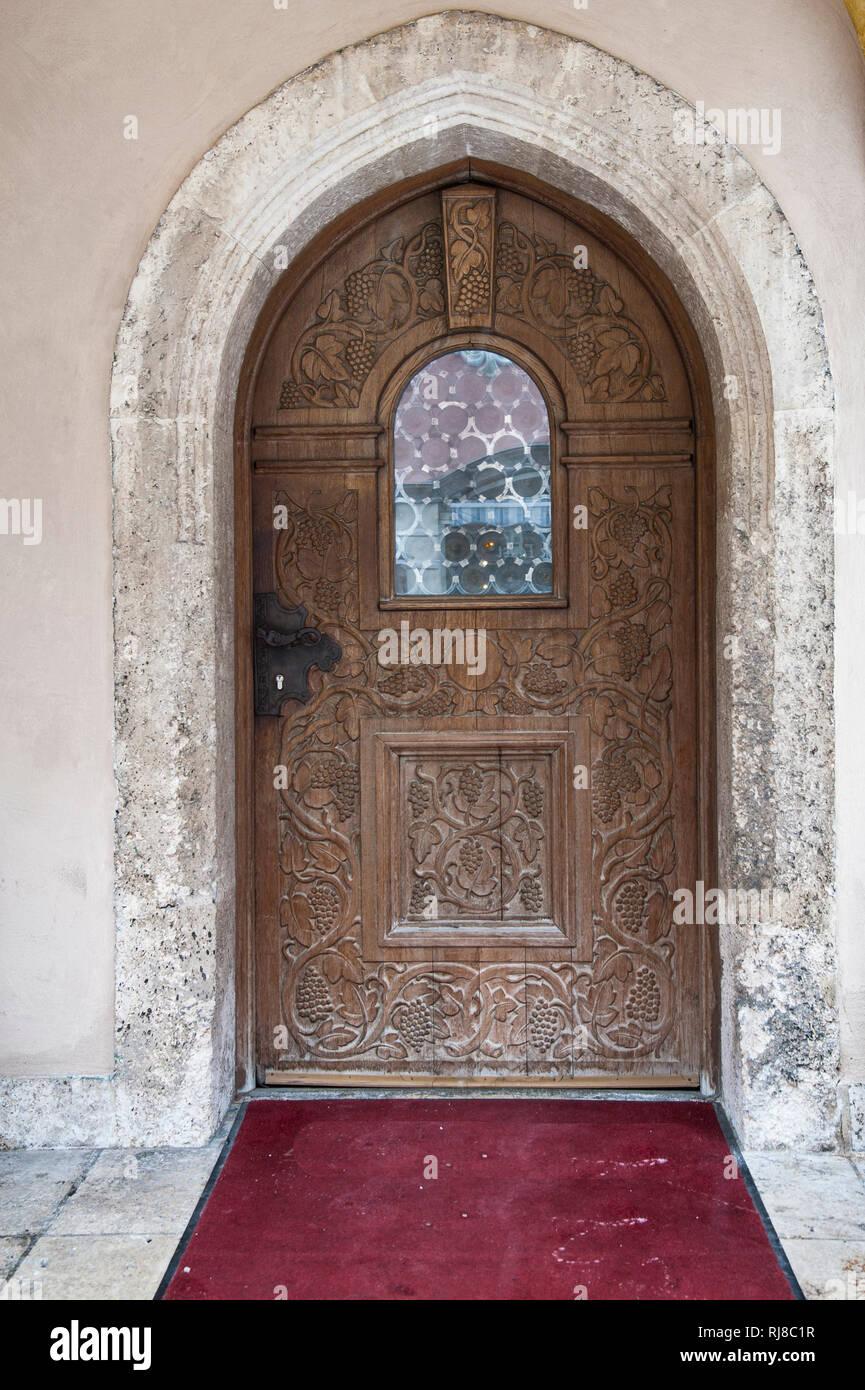 reich verzierte Kirchentür in Garmisch Partenkirchen - Stock Image