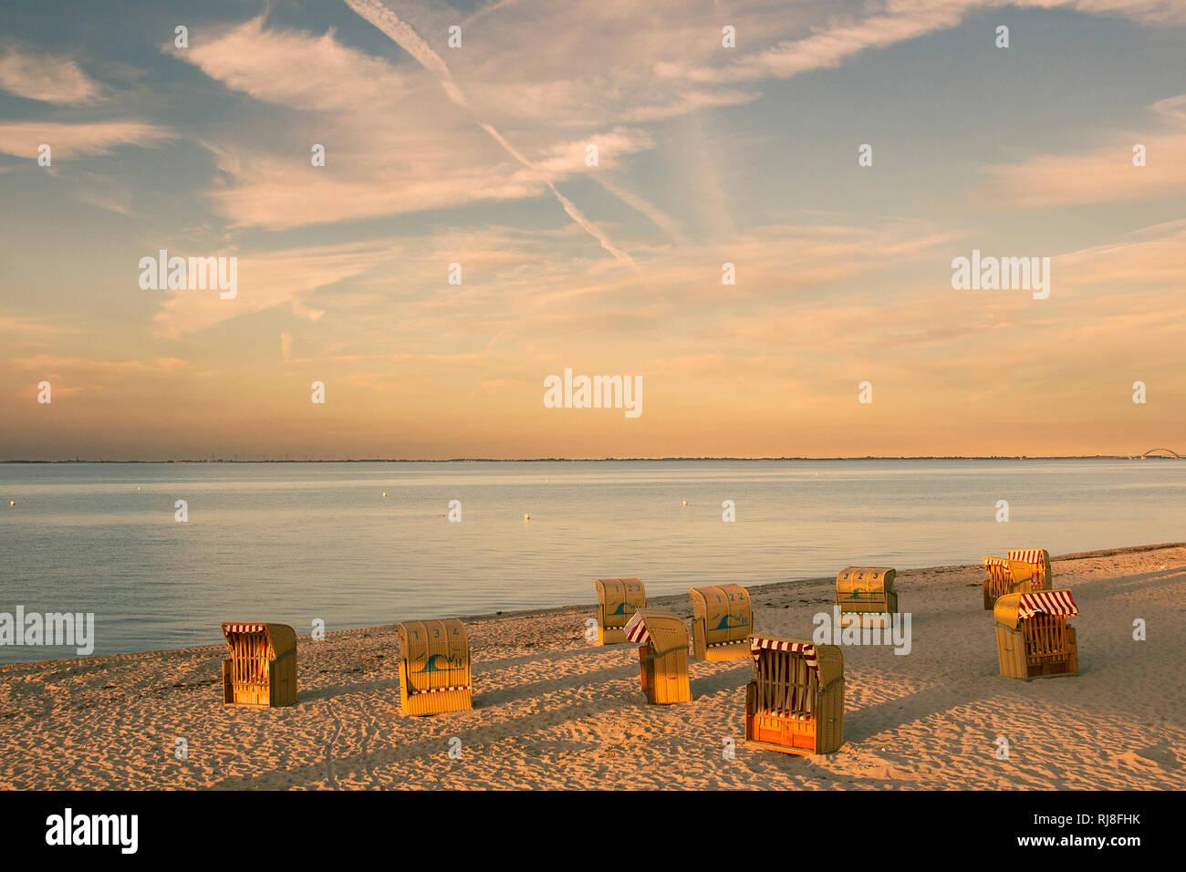 Strandkörbe im Abendlicht - Stock Image