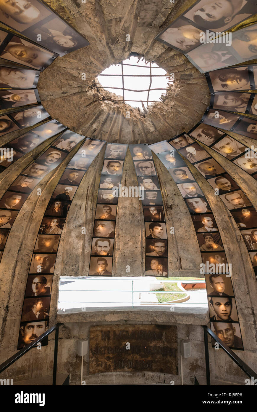 Albanien, Balkanhalbinsel, Südosteuropa, Republik Albanien, Hauptstadt Tirana, Skanderbeg-Platz Bunker - Stock Image