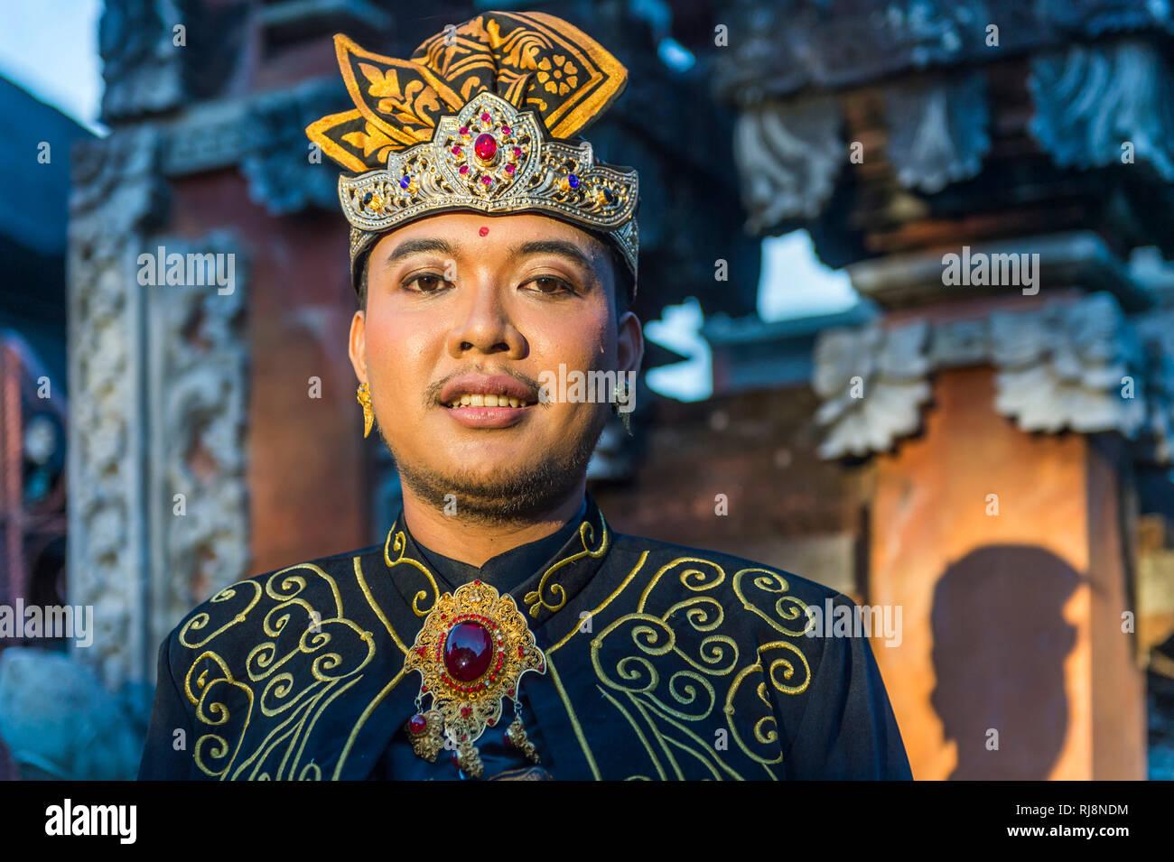 Denpasar, Bali Museum, Bräutigam in festlicher Kleidung, Porträt Stock Photo