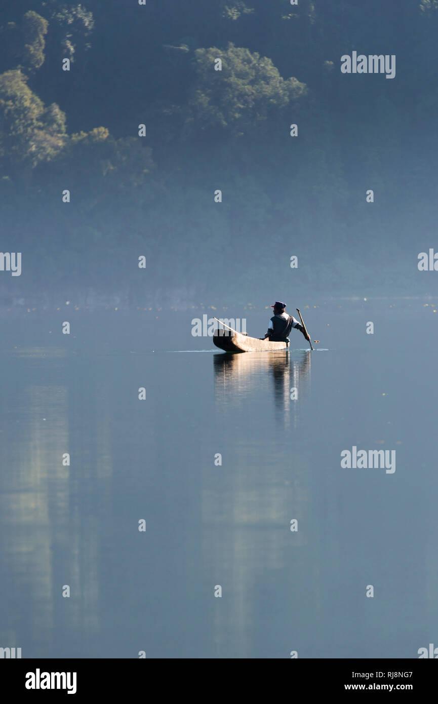 Munduk, der See Danau Tamblingan, Fischerboot - Stock Image