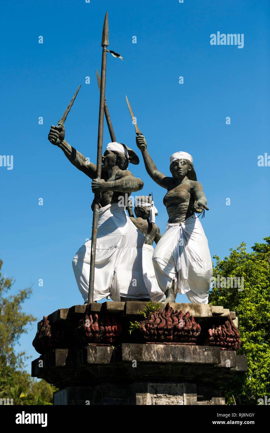 Denpasar, Kreisverkehr mit Statue des Gottes Bataru Guru - Stock Image