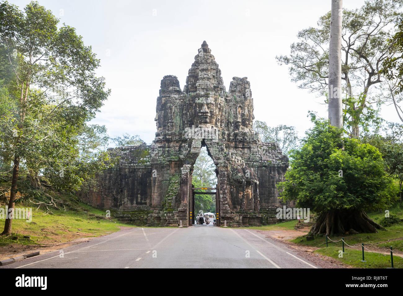 Siem Reap, Angkor, ein Tor von Angkor Thom, ehemalige Stadt die damals die Größe von Manhattan hatte, heute eine touristische Sehenswürdigkeit und nac - Stock Image