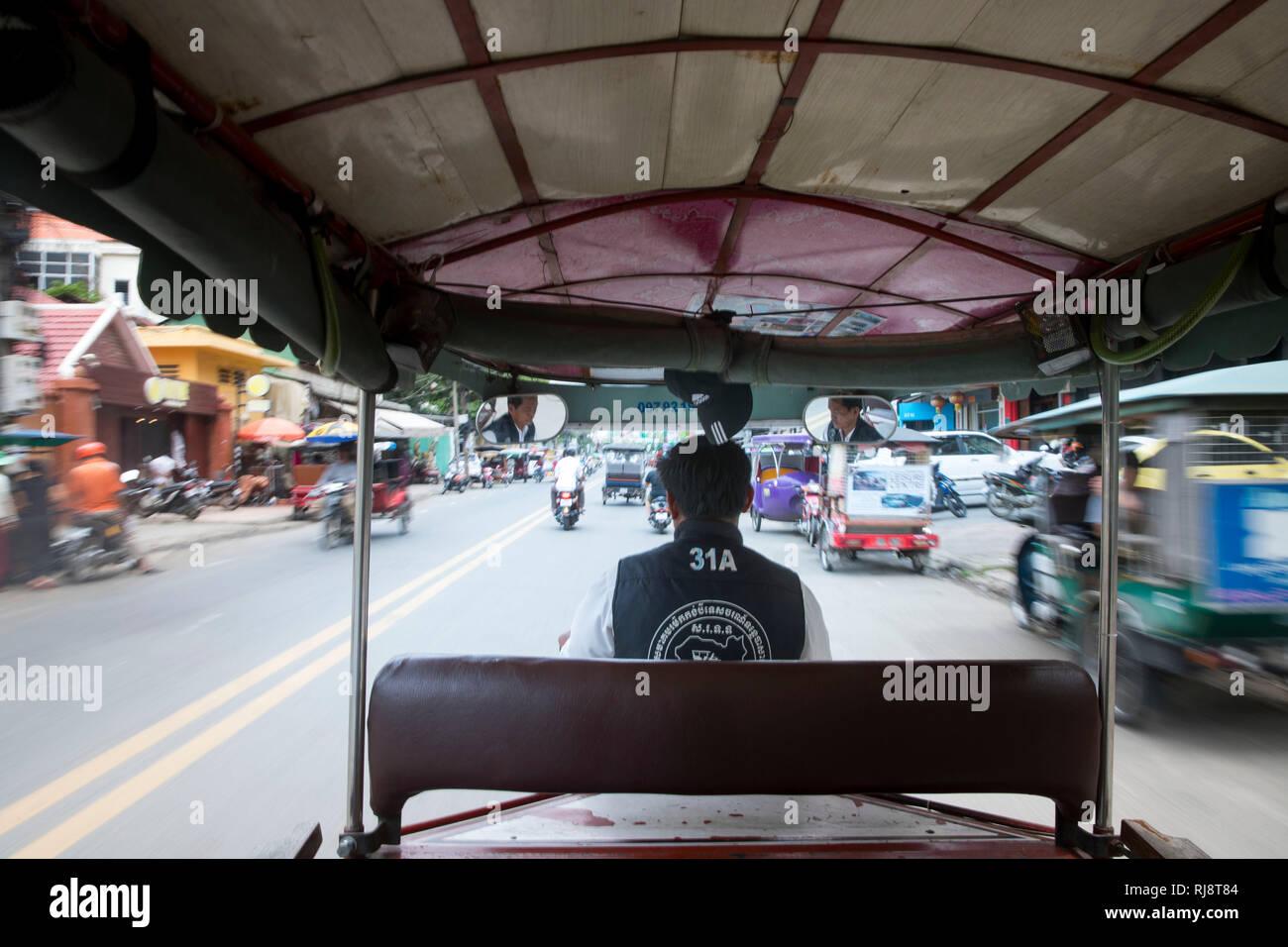 Kambodscha, Phnom Penh, Straßenszene, Fahrt in einem Tuk Tuk Taxi Stock Photo
