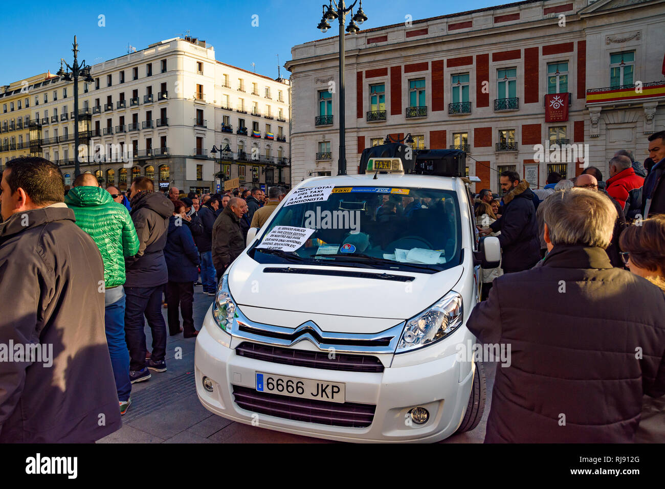 Spain. 4th Feb, 2019. Hundreds of taxi drivers gather  in Madrid. They have made a strike against the companies Uber and Cabify Stock Photo
