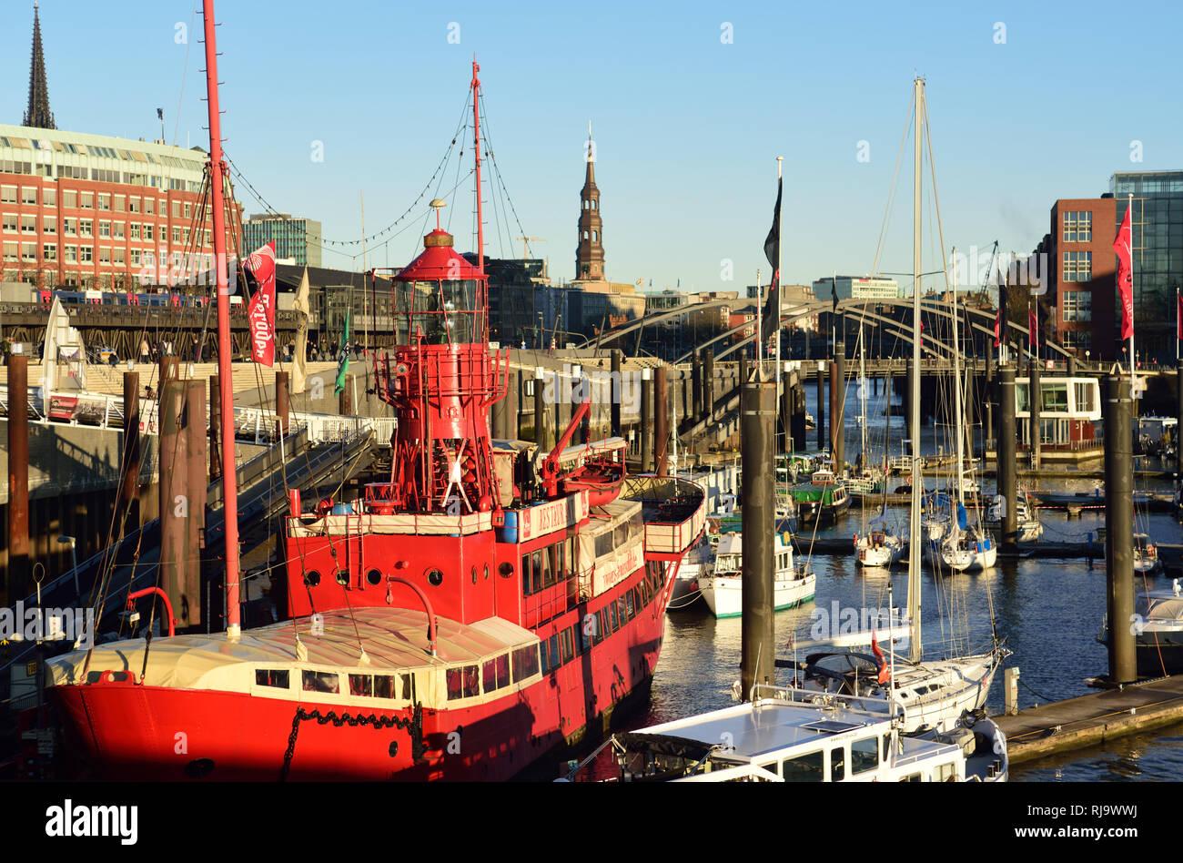 Europa, Deutschland, Hansestadt Hamburg, Hafen, Elbe, Feuerschiff- Bar, Cafe, Hotel, Blick zum Baumwall, Stock Photo