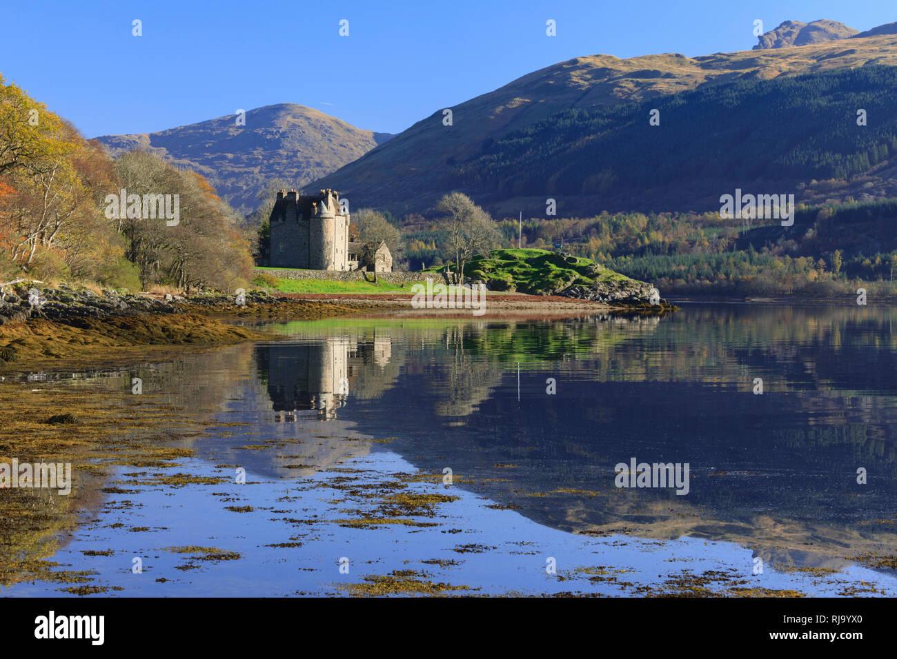 Dunderave Castle on Loch Fyne - Stock Image
