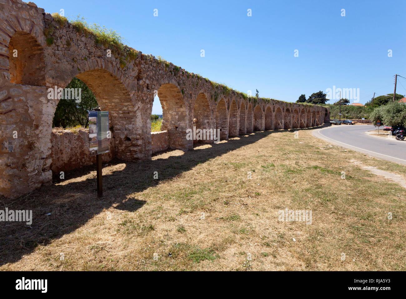 römisches Aquaedukt in Pilos in Griechenland - Stock Image