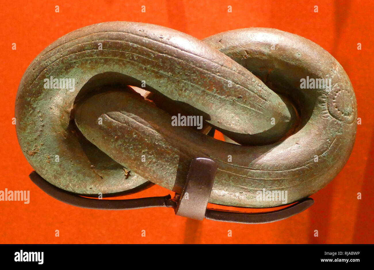 Cast bronze, Knotted manilla bracelet, excavated at Igbo Ukwu, Nigeria. 9th-10th century - Stock Image
