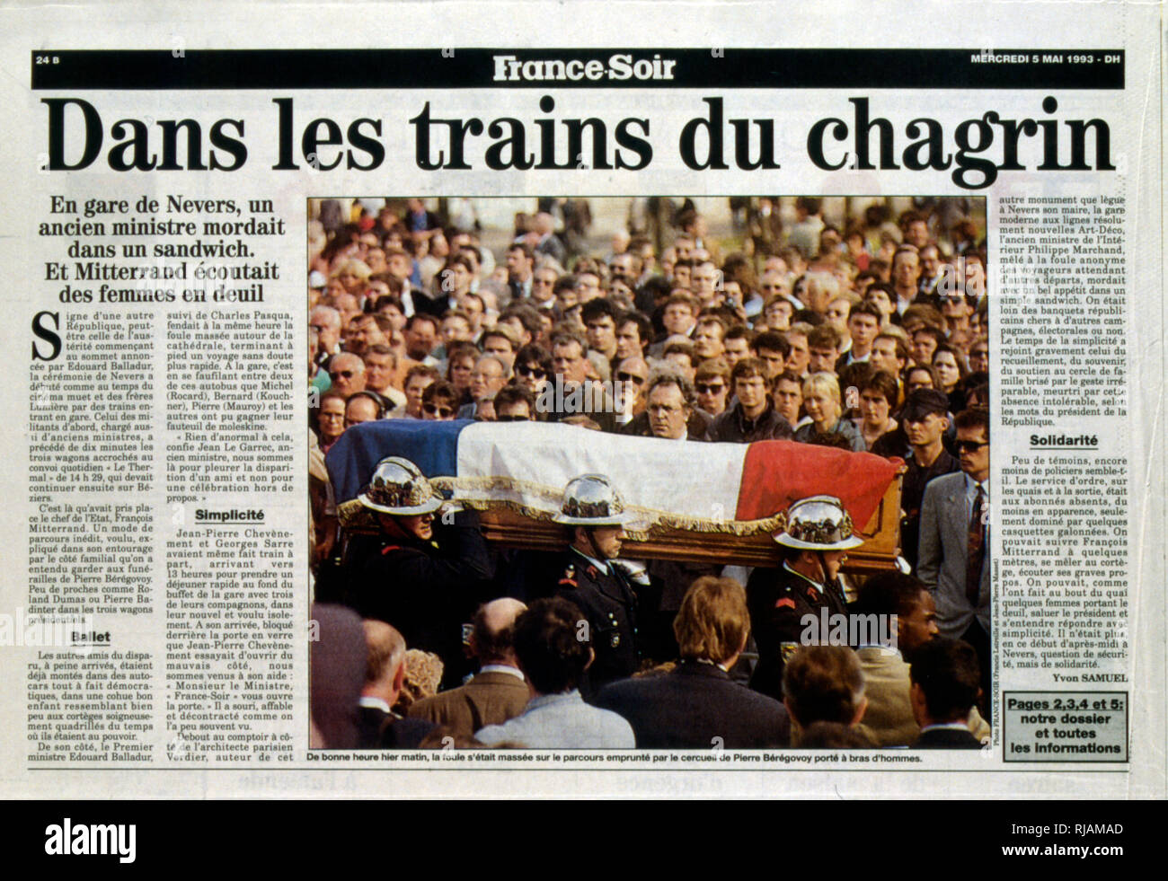 page of the French newspaper 'France-Soir' after the funeral of Pierre Beregovoy, May 1993. Pierre Eugene Beregovoy (1925 - 1 May 1993) was a French politician who served as Prime Minister of France under President Francois Mitterrand from 2 April 1992 to 29 March 1993. He committed suicide. - Stock Image