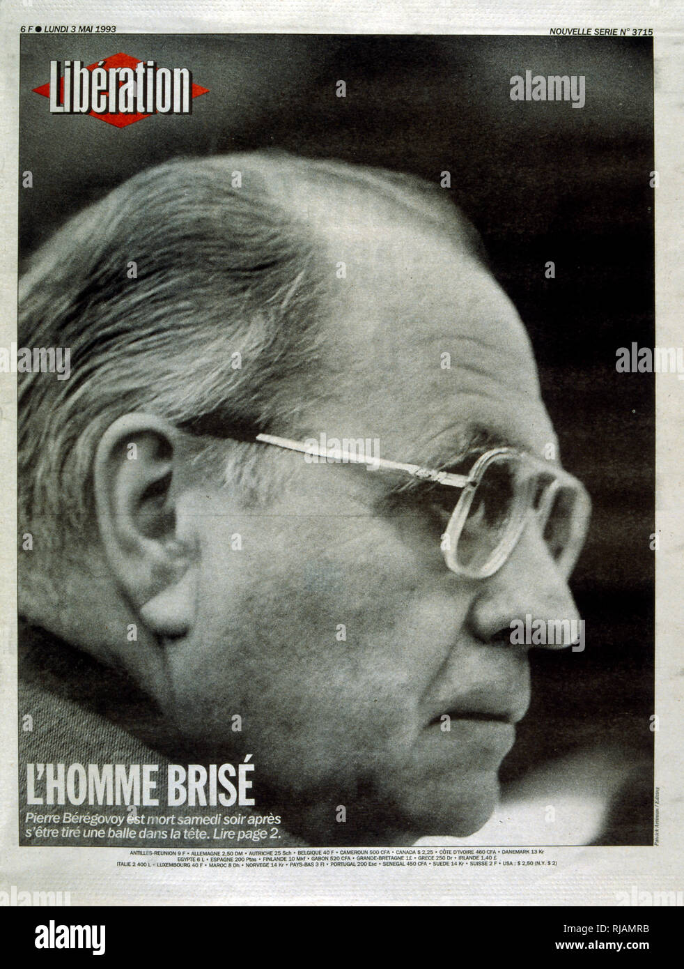 Cover of the French publication 'Liberation' after the suicide of Pierre Beregovoy, May 1993. Pierre Eugene Beregovoy (1925 - 1 May 1993) was a French politician who served as Prime Minister of France under President Francois Mitterrand from 2 April 1992 to 29 March 1993. He committed suicide. His successor as Prime Minister, Edouard Balladur, is seen leaving the funeral in Nevers. - Stock Image