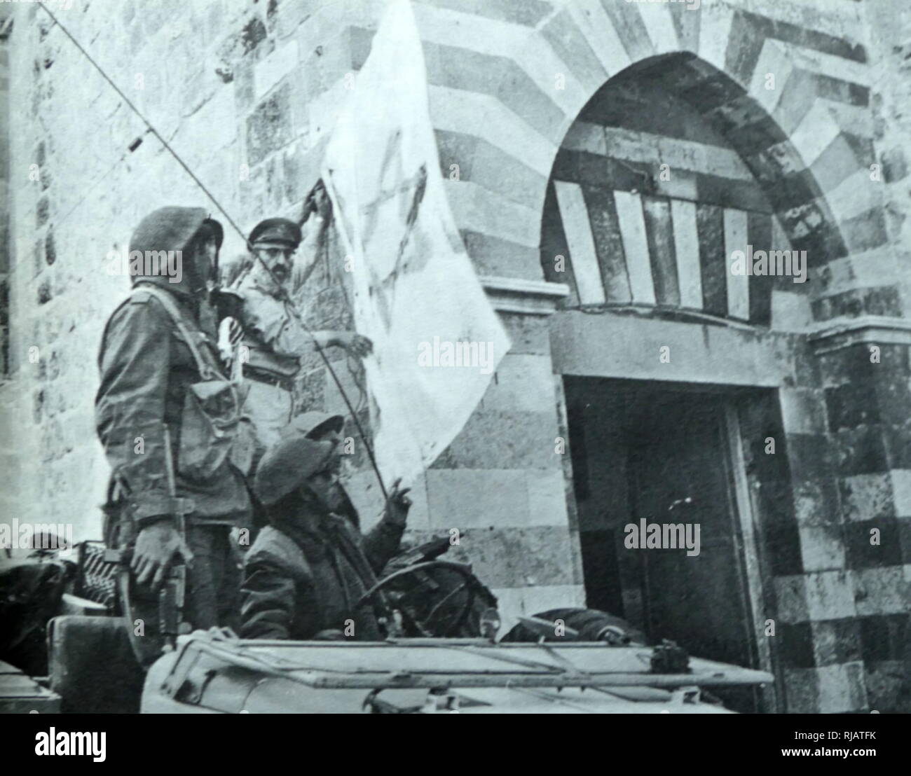 During the Six Day war in 1967, Israeli soldiers enter Hebron accompanied by Shlomo Goren (1917 - 1994), head of the Military Rabbinate of the Israel Defense Forces, (subsequently Ashkenazi Chief Rabbi of Israel from 1973 to 1983), - Stock Image