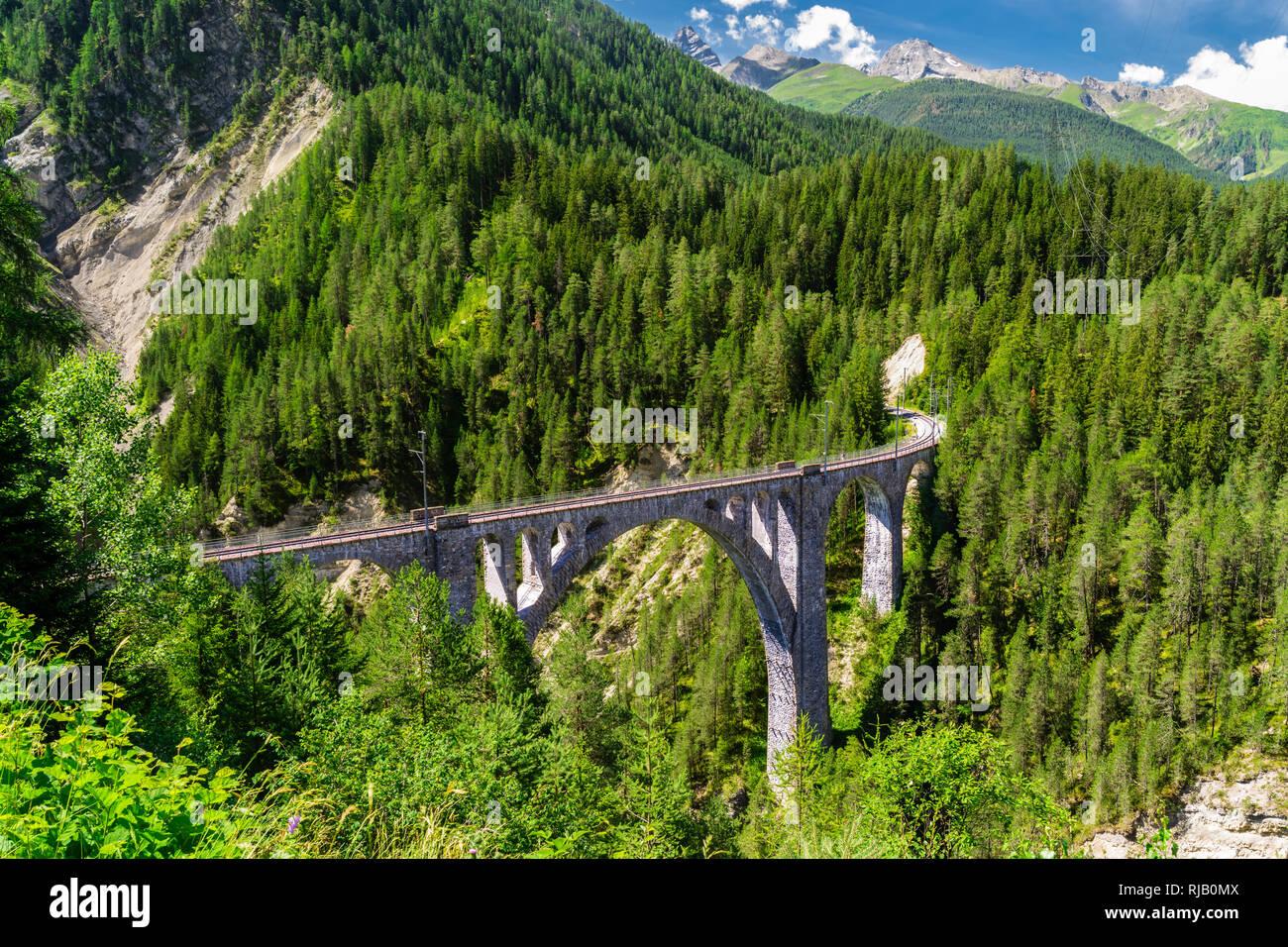 Wiesner Viadukt der Rhätischen Bahn in Graubünden Stock Photo