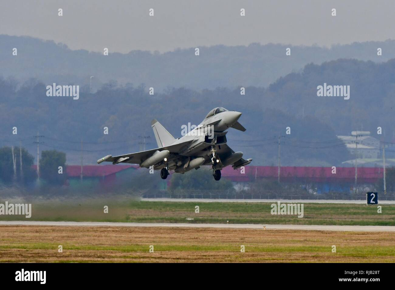 A Royal Air Force Eurofighter Typhoon FRG4 takes off at Osan Air Base, Republic of Korea, Nov. 7, 2016. The RAF deployed the largest number of assets on the Korean Peninsula since the Korean War during Invincible Shield, an interoperability exchange, from Nov. 1 – 10. - Stock Image