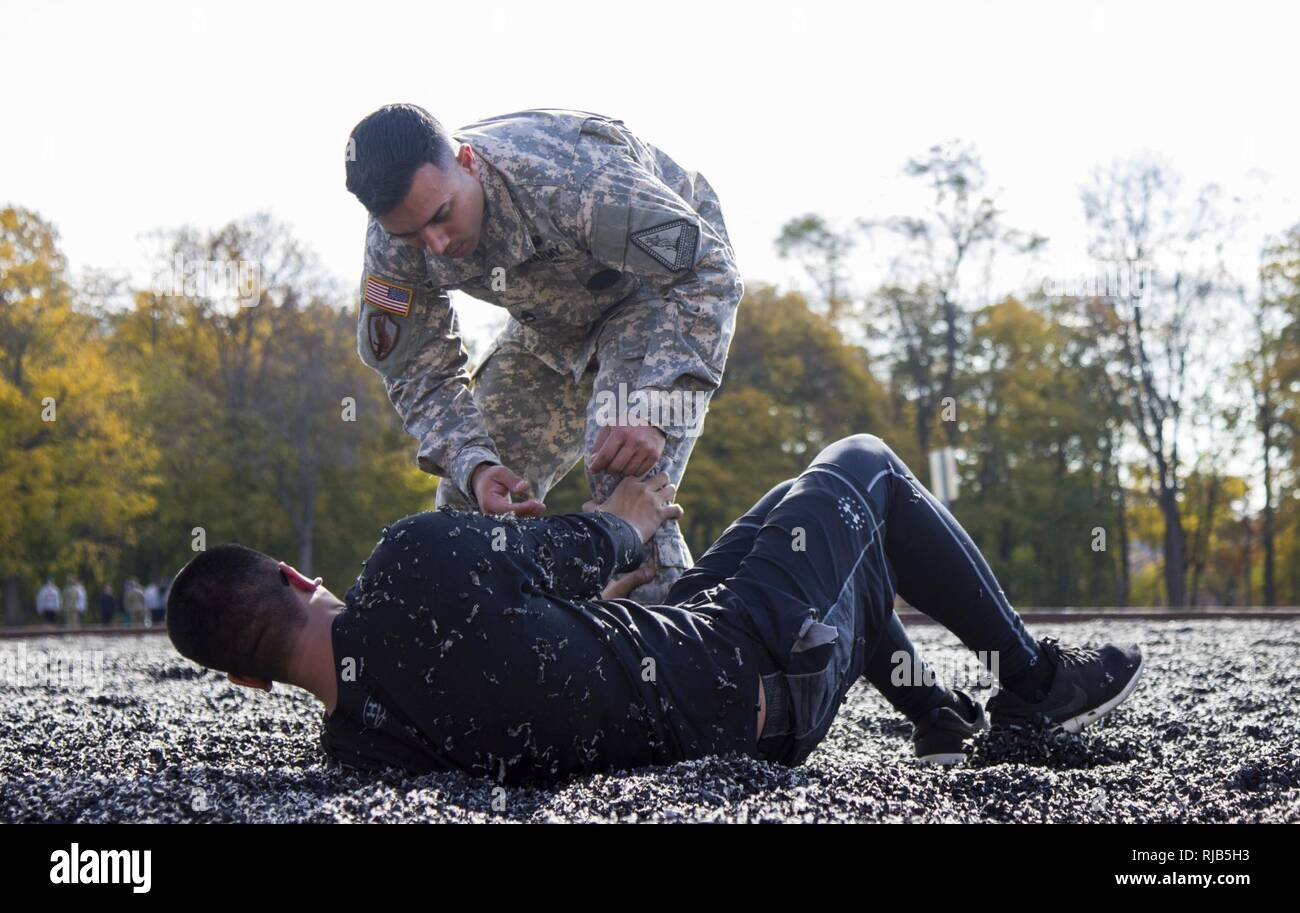 New York Army National Guard recruiters, set up new soldiers for success by going over military basics on Nov. 5, 2016, at Camp Smith, N.Y.  during a program for members of the Recruit Sustainment  Program. Stock Photo