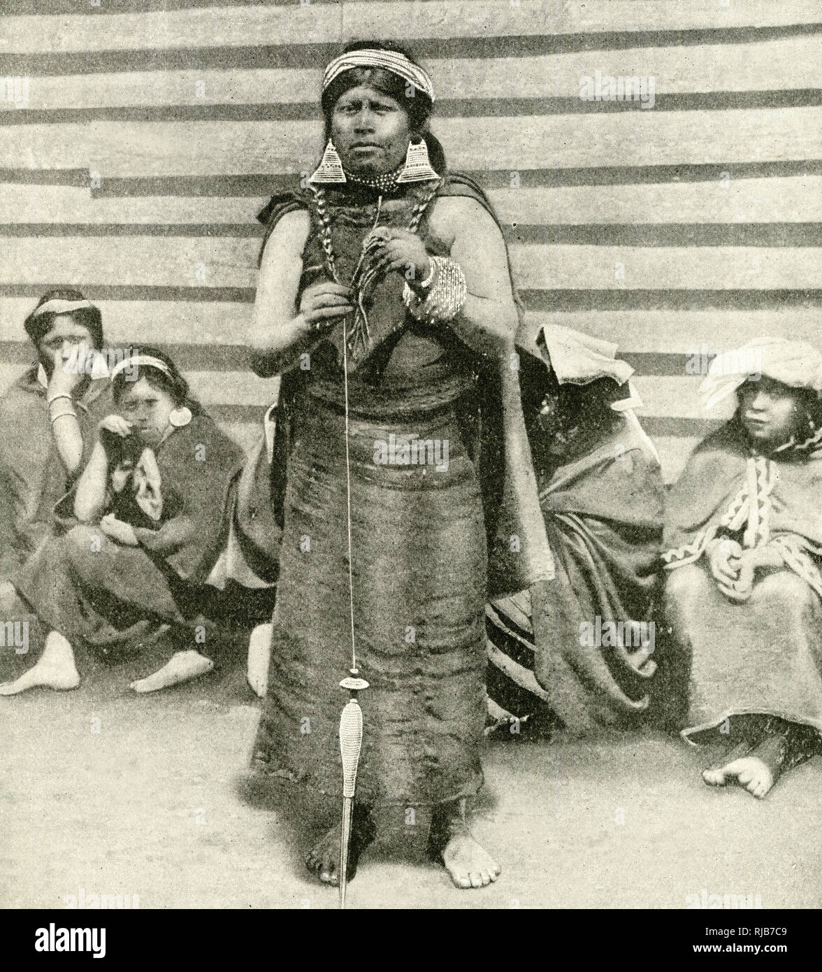 e9d6ac913 ... (Araucana) is an indigenous area of Chile inhabited by the Moluche  (Mapuche) people. The woman standing at the centre is wearing large silver  earrings.