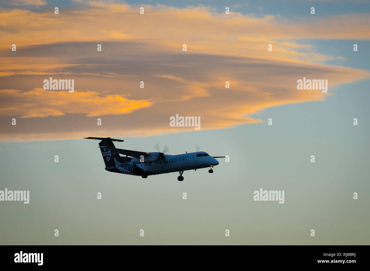 ATR 72 airoplane approaching to land at Wellington airport, New Zealand - Stock Image