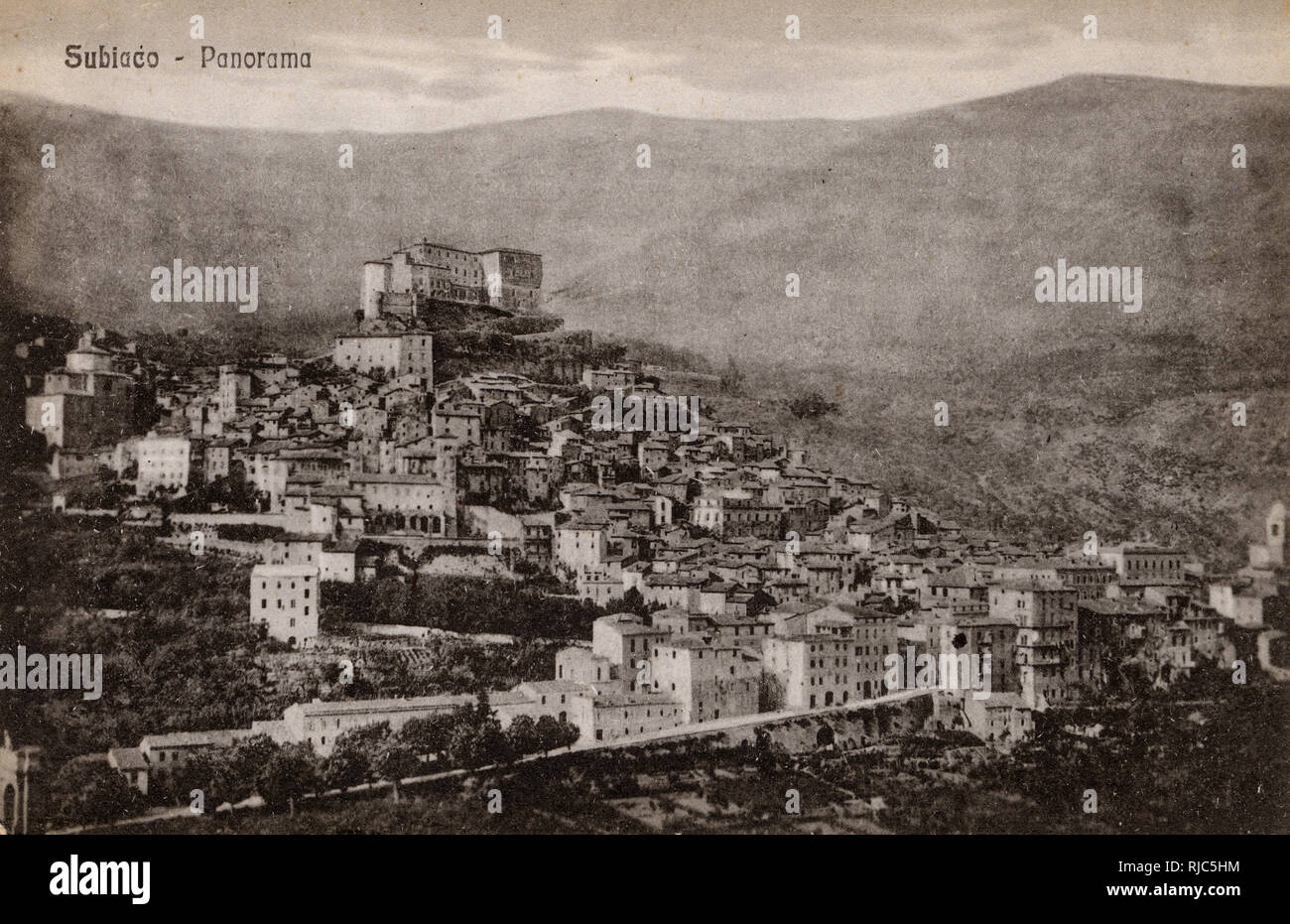 Subiaco - a town and comune in the Metropolitan City of Rome, in Lazio, central Italy. The Rocca Abbaziale ('Abbots castle'), a massive medieval edifice largely rebuilt in the 16th and 17th centuries. - Stock Image