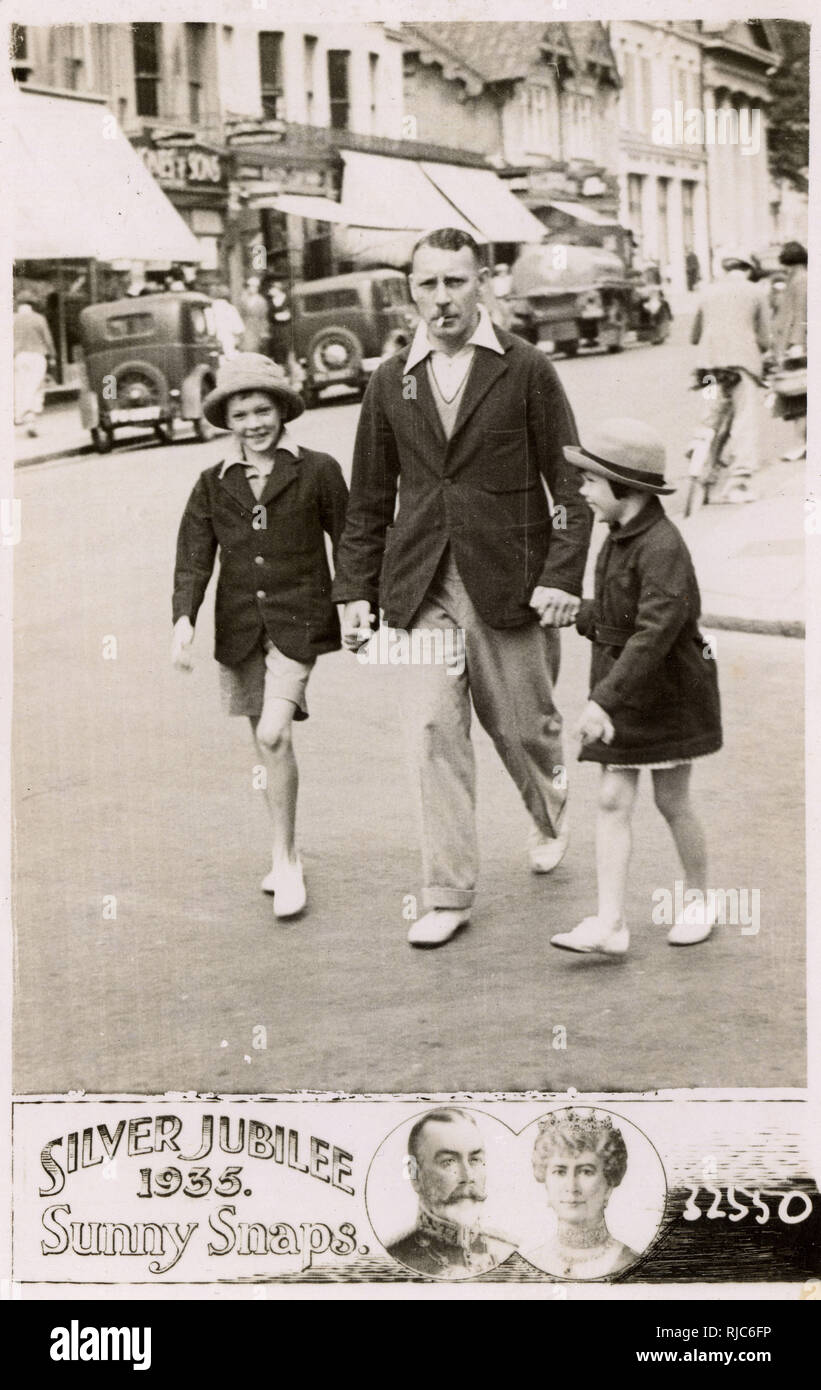 Worthing, Sussex, England - Father with his son and daughter - August, 1935. Sunny Snaps postcard - Silver Jubilee 1935. - Stock Image