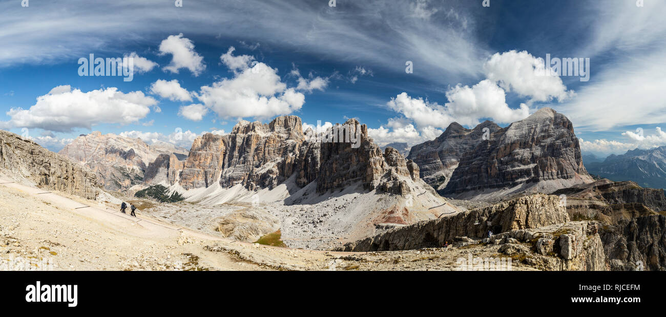 Europe, Italy, Alps, Dolomites, Mountains, View from Lagazuoi. Tofana de Rozes - Stock Image