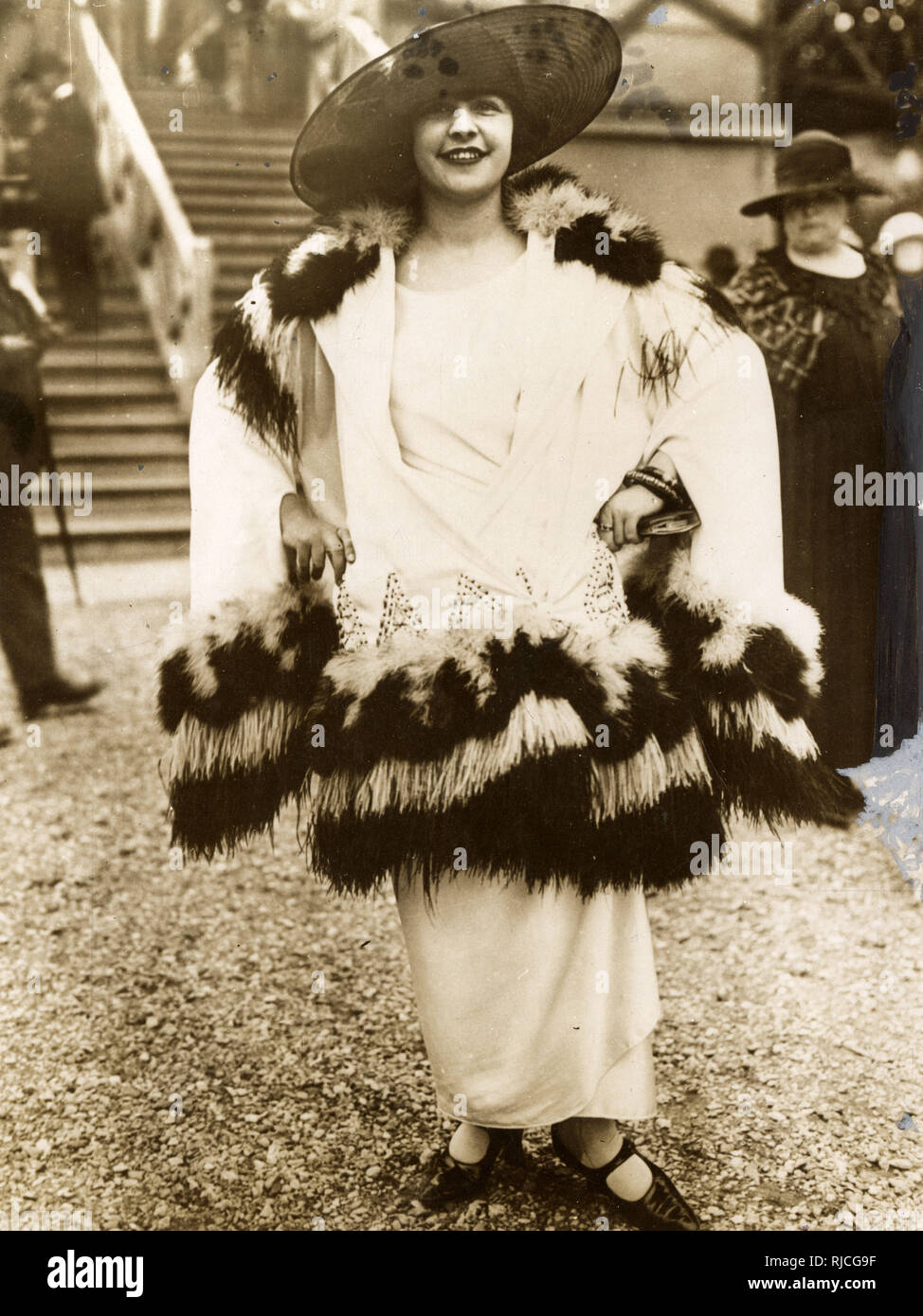 1923 Fashion - Remarkable feather and fur-trimmed outfit - at Ascot Races, Berkshire. - Stock Image