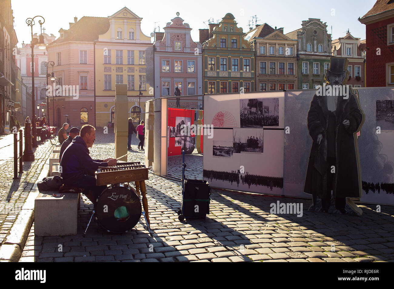 Old Town Square in Poznan remembers national hero Ignacy Paderewski while nearby an artist is playing on hammered dulcimer Stock Photo