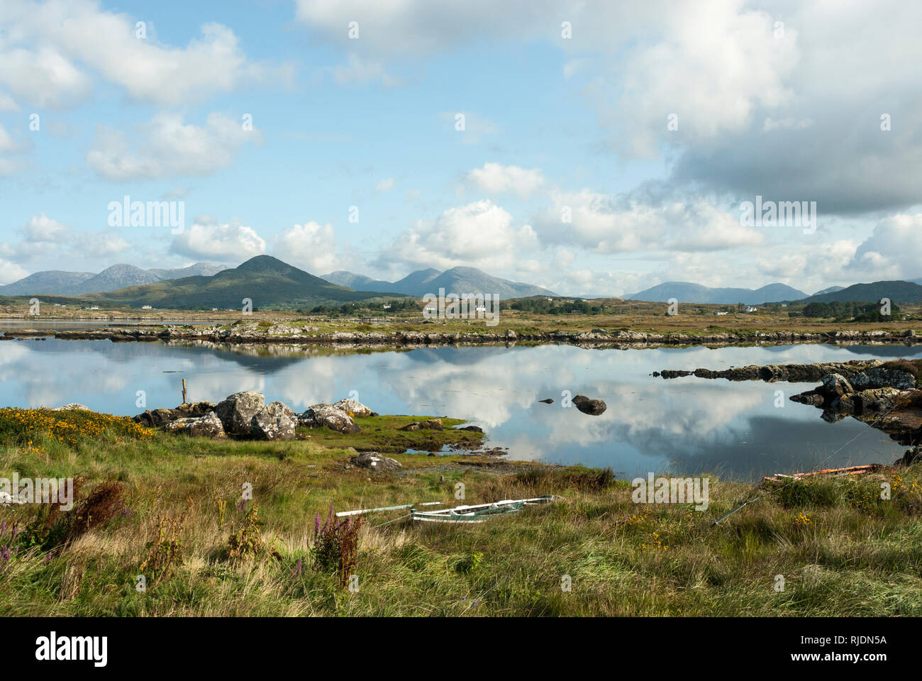 Reflections on a summers day in the tranquil Derryclare Lough with the twelve Bens Mountains in the background. - Stock Image