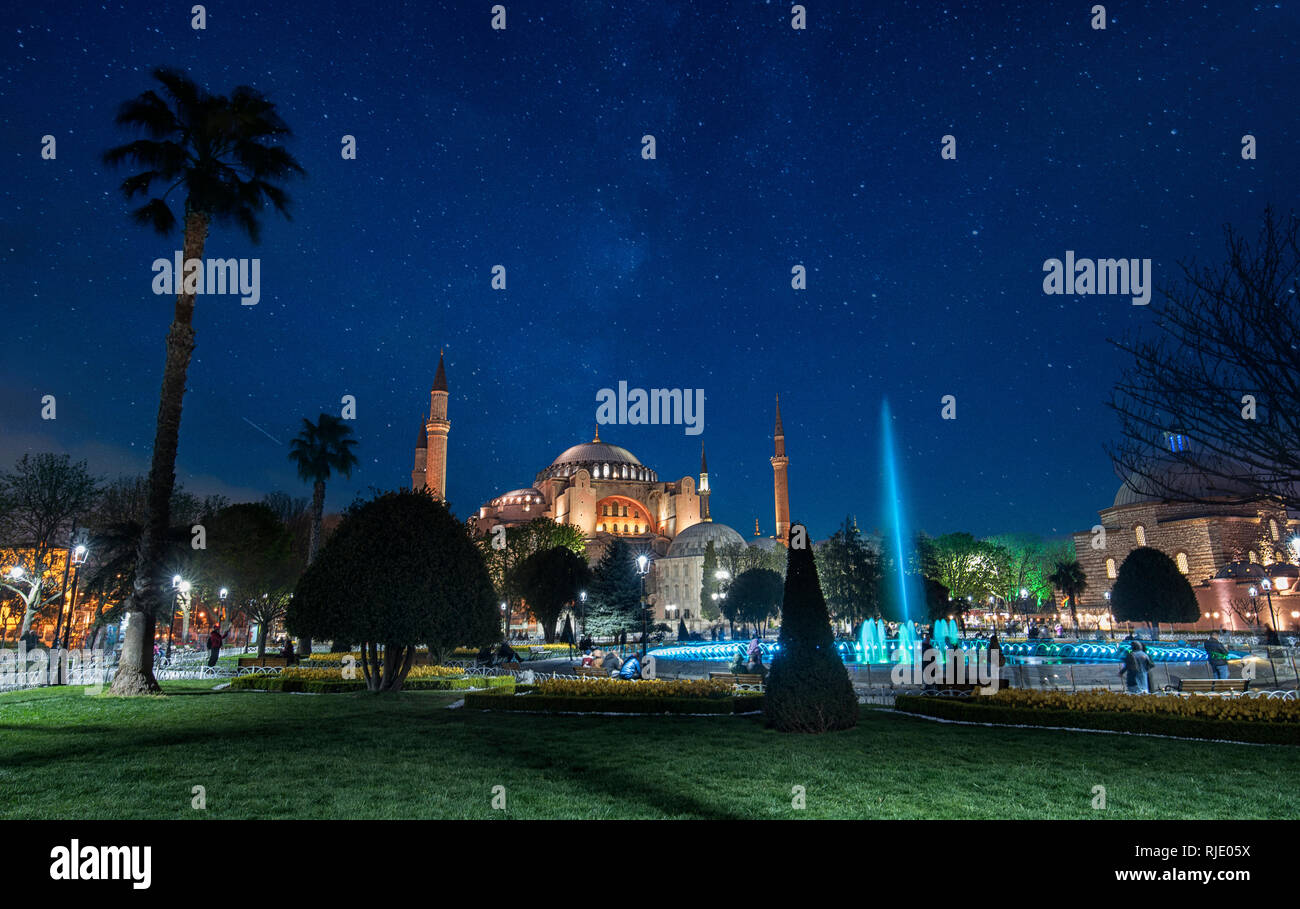 Hagia Sophia (Ayasofya), a former Orthodox patriarchal basilica, later a mosque and now a museum and the fountain front at night in Istanbul, Turkey Stock Photo