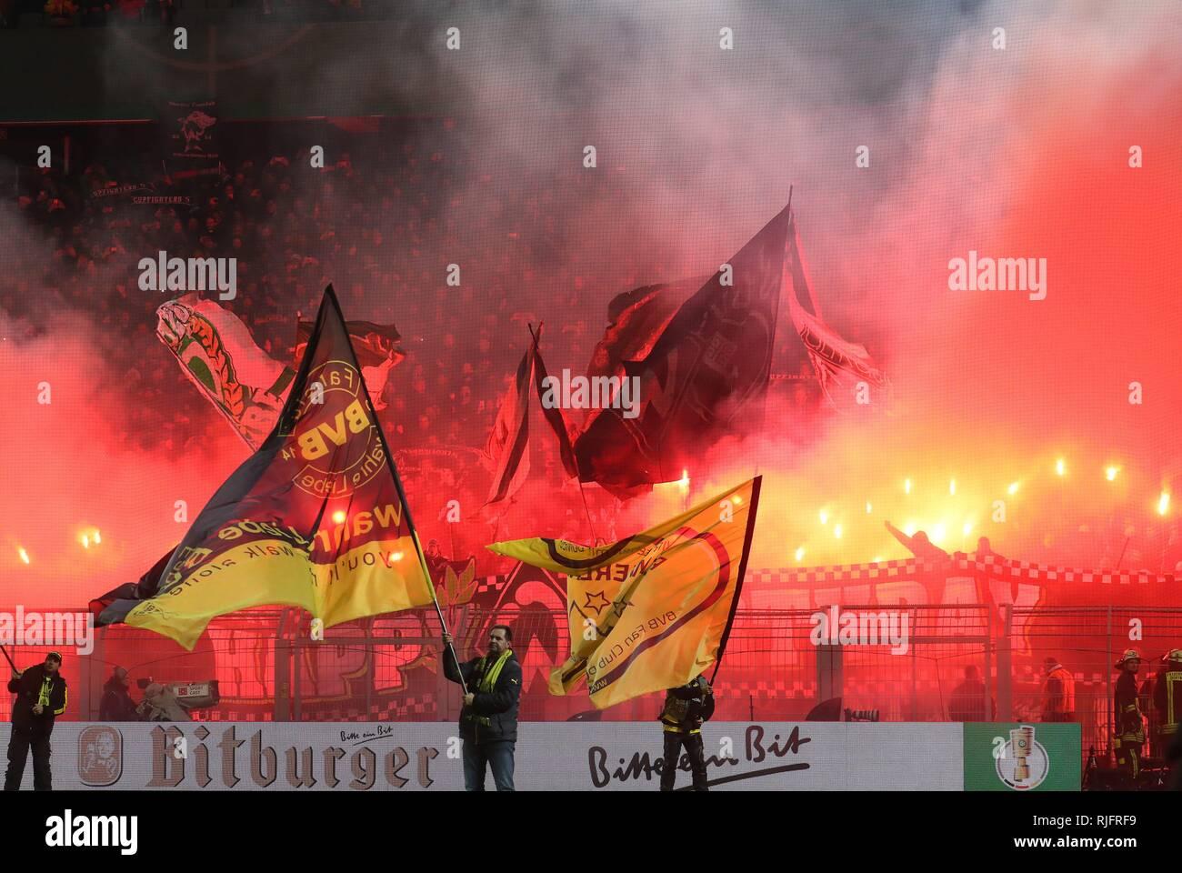 firo: Fuvuball ,, season 2018/2019 DFB-Pokal, cup, 05.02.2019 BVB Borussia Dortmund - SV Werder Bremen fans werder pyrotechnics   usage worldwide - Stock Image