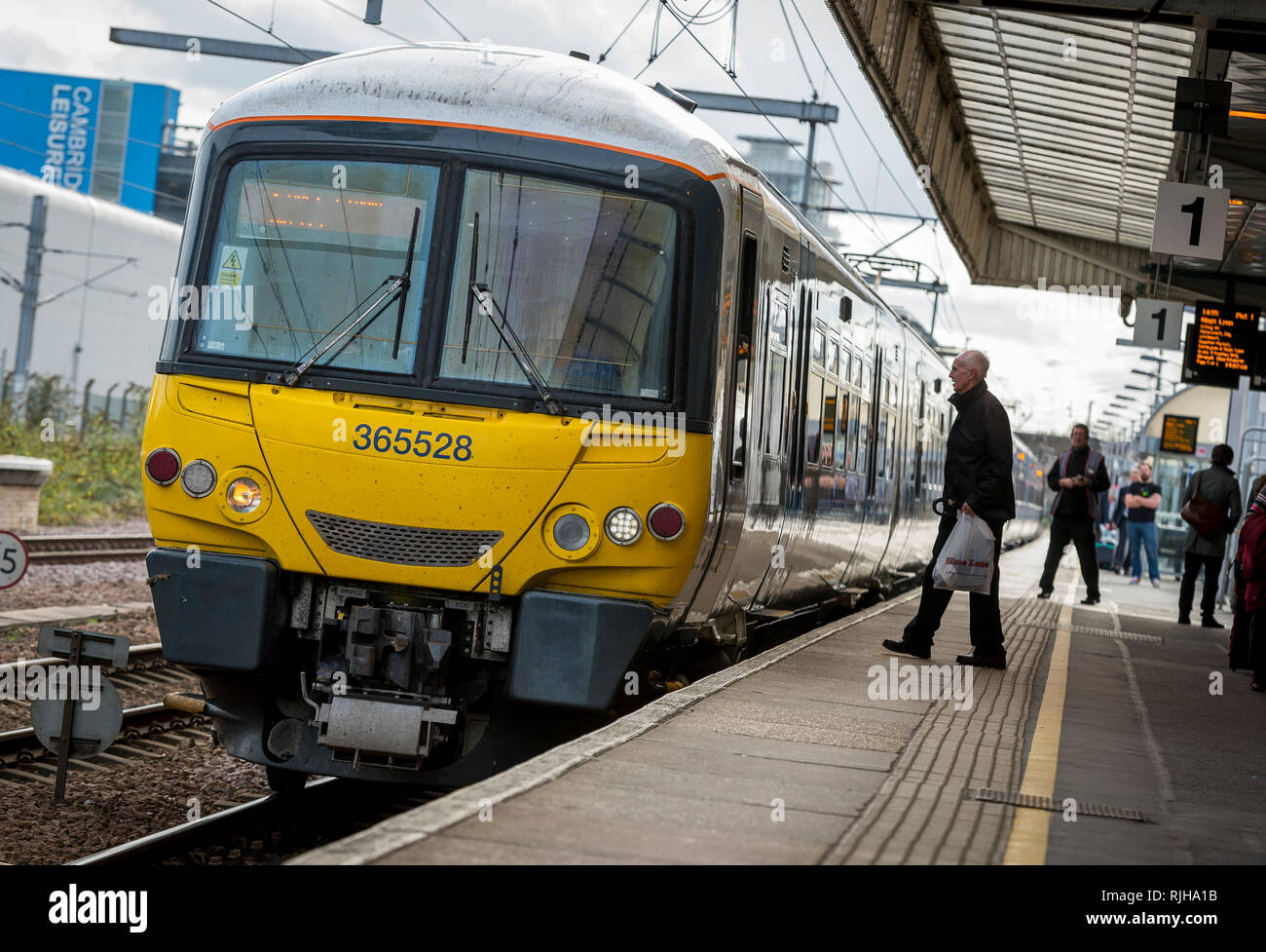Class 365 Networker Express dual voltage electric multiple unit train in Great Northern livery waiting at a station in the UK. - Stock Image