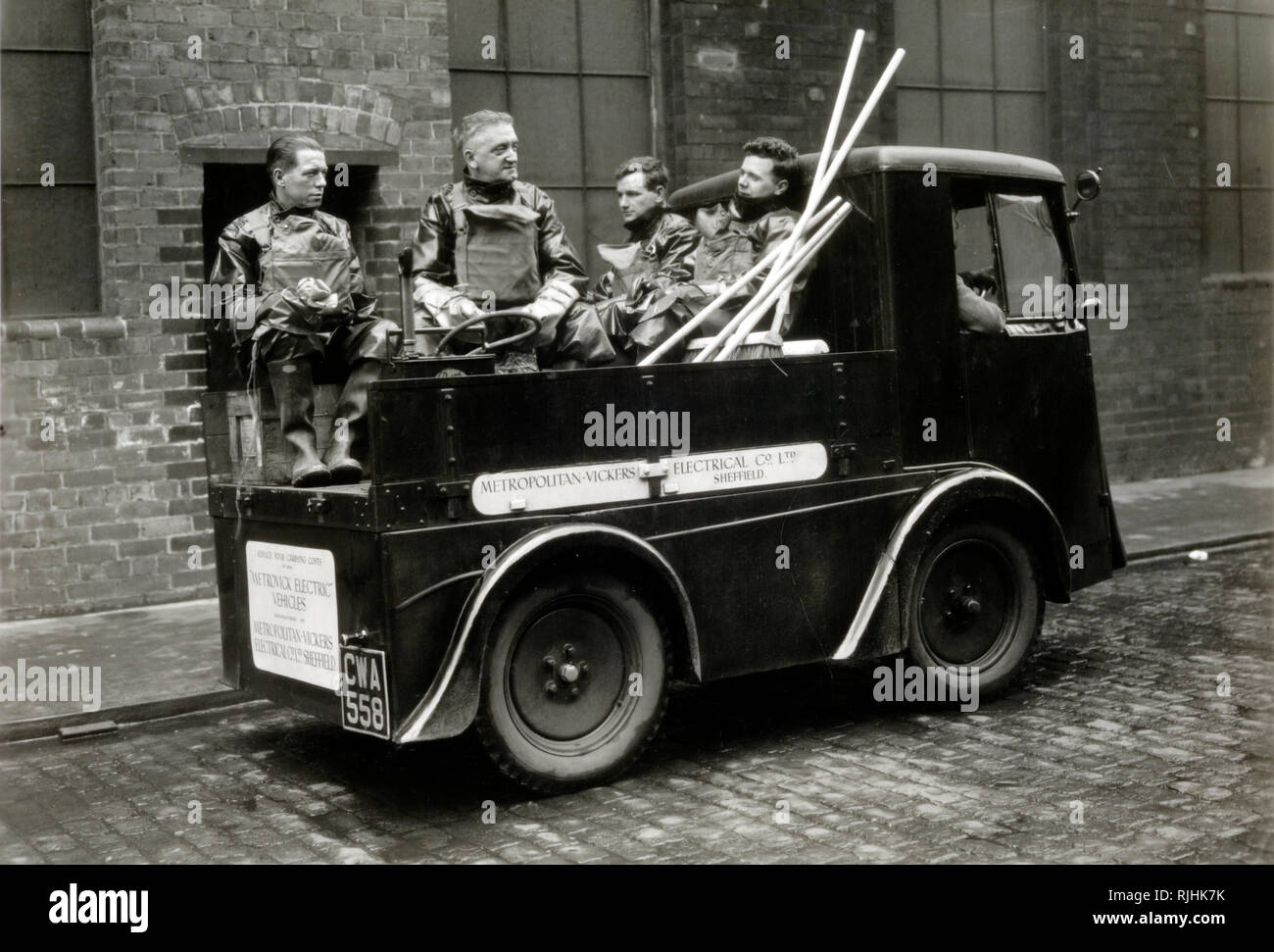 Early Electric Vehicle, Cleaning Truck or Van and Waste Collectors, Garbage Collectors or Bin Men, Sheffield, England c1930s - Stock Image