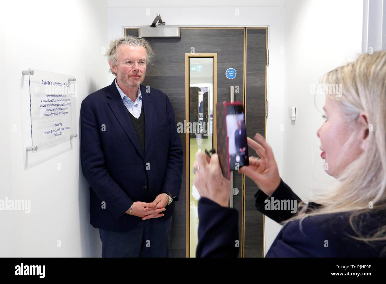 Julia and Hans Rausing visit the RSPCA South Cotswolds Branch Cotswolds Dogs and Cats Home in Cambridge, Gloucestershire, to open the veterinary surge - Stock Image