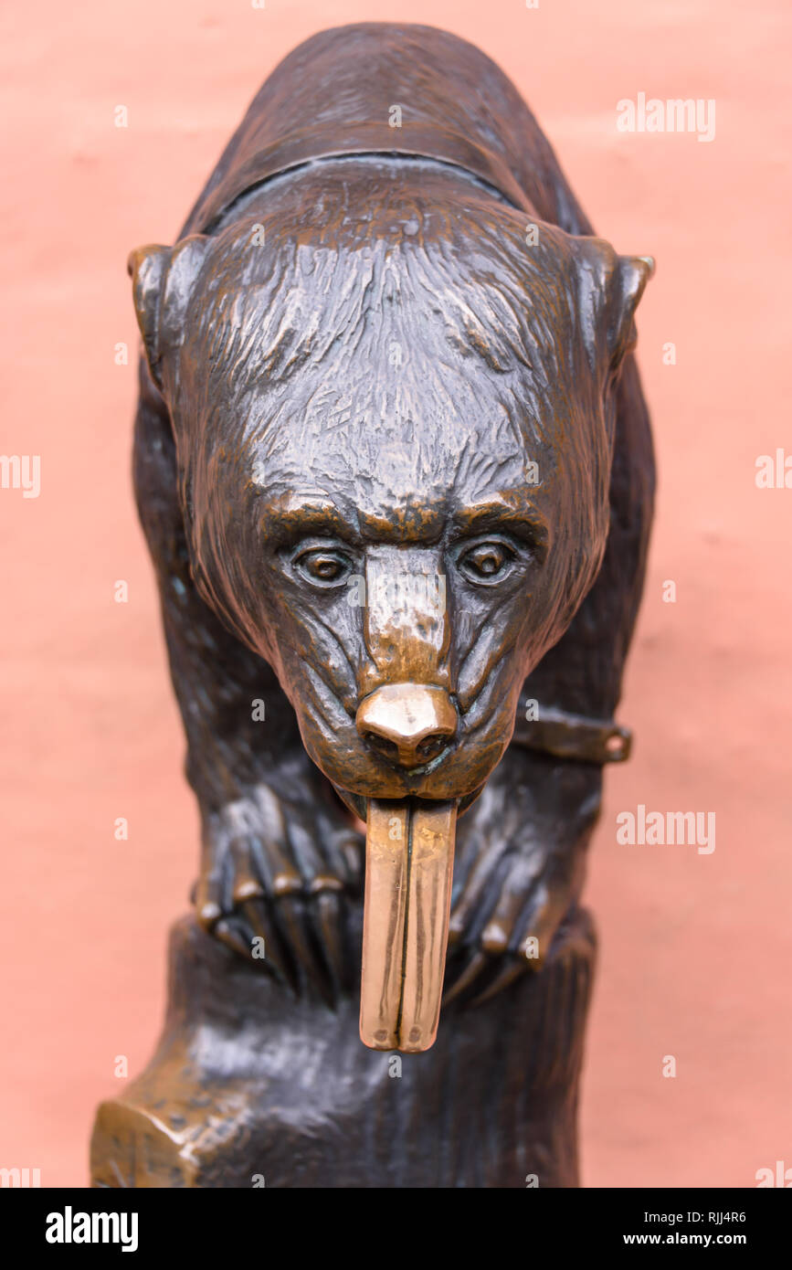 Replica of E. M. Geyger's bronze cast bear, Wrocław, Wroclaw, Wroklaw, Poland.  It is said to be good luck to touch or rub the bear's tounge. - Stock Image