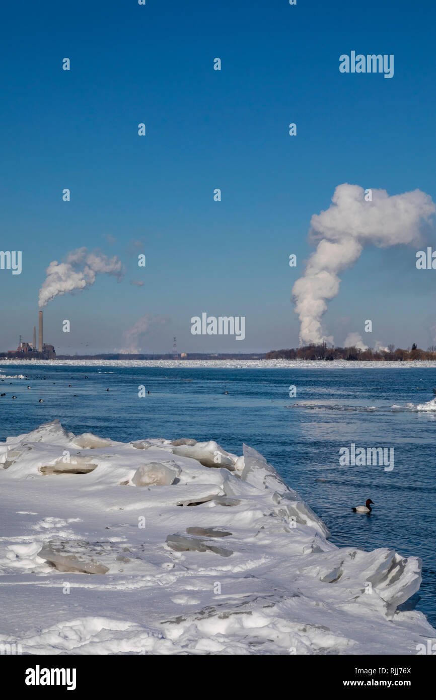 Marine City, Michigan - Coal-fired power plants and chemical plants line the ice-filled St. Clair River. - Stock Image