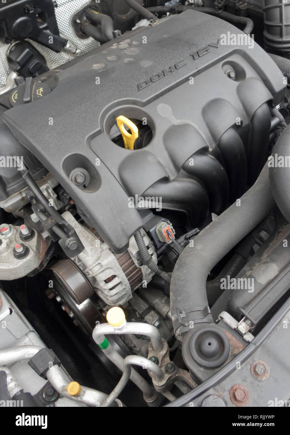 Hyundai 1.6 litre Petrol DOHC 16v Petrol Car Engine ( Euro 5 compliant ) Stock Photo