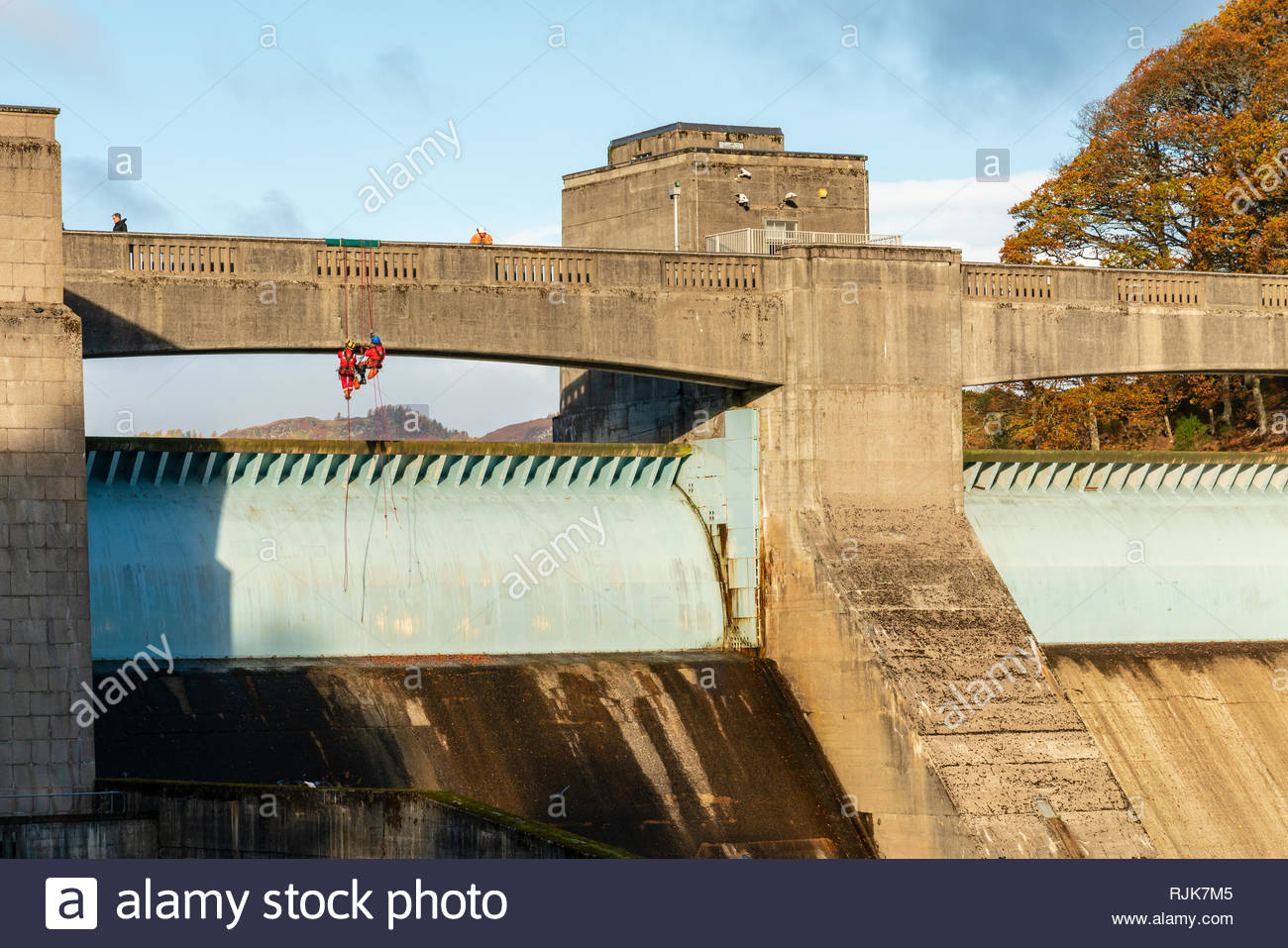 Workers making repairs to Pitlochry dam wall, Perthshire, Scotland Stock Photo