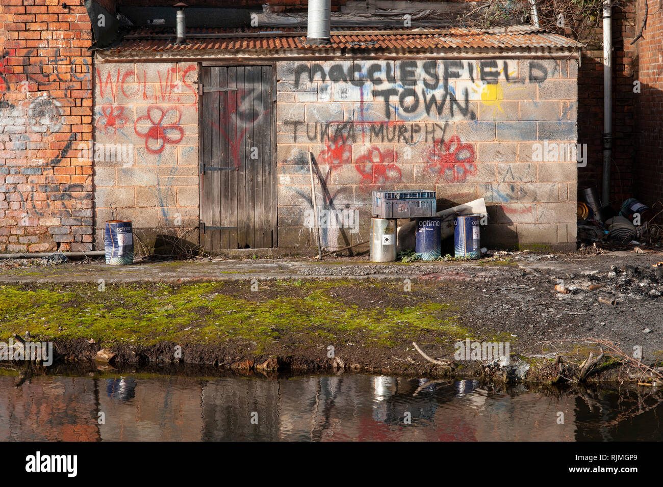 Walsall canal towpath within a short walk of the New Art Gallery, Walsall - Stock Image