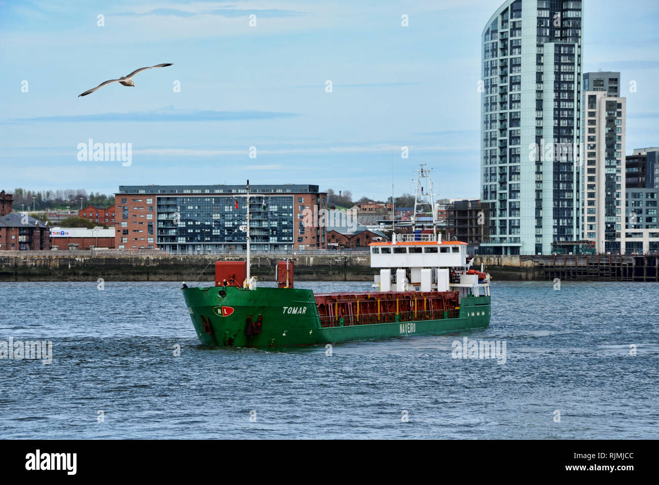 MS Tomar manoeuvres on the River Mersey - Stock Image