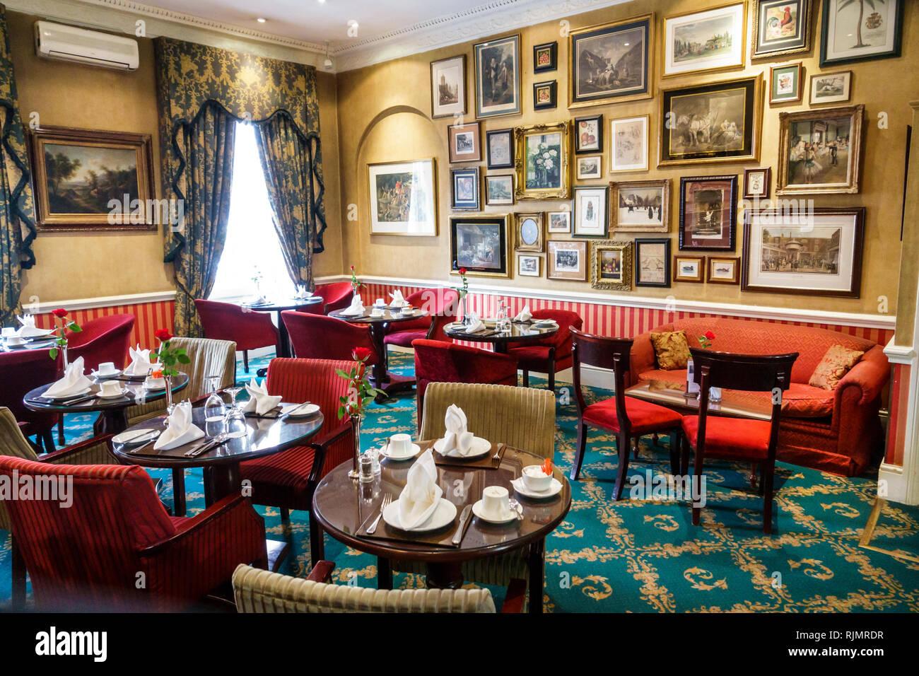United Kingdom Great Britain England London Marylebone Marble Arch Leonard Hotel boutique hotel lobby tea room traditional decor plush nostalgic - Stock Image