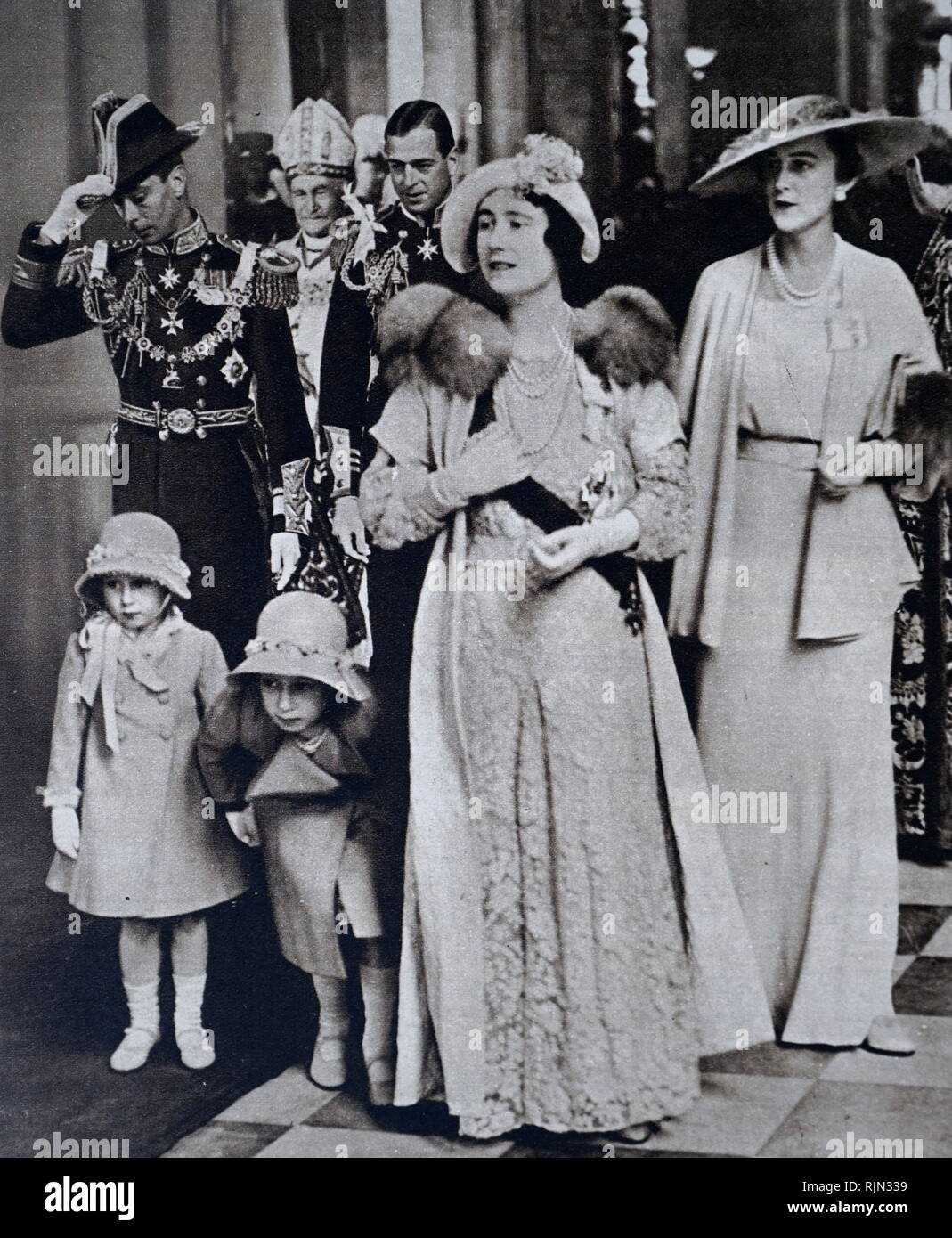The Duke and Duchess of York, later King George VI and Queen Elizabeth, with Princess Elizabeth and Princess Margaret on 6 May 1935; leaving St Paul's Cathedral after the Jubilee Day service of Thanksgiving for King George Vand Queen Mary. The Duke and Duchess of Kent and the Bishop of London are also pictured - Stock Image