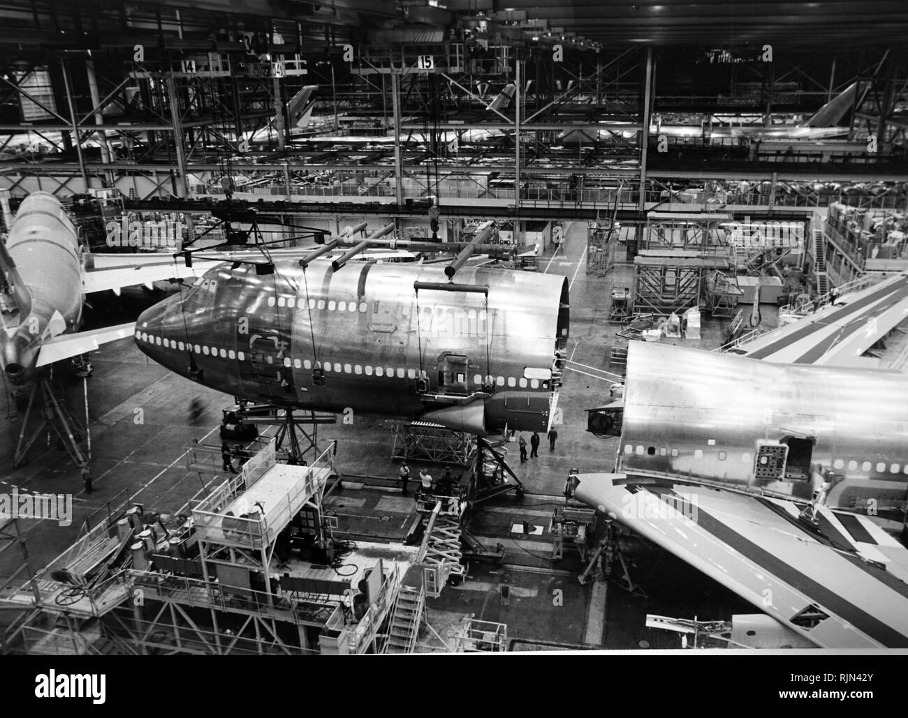 BOEING 747-400 aircraft: Forward body being lowered on 34-ton crane into position for final body joining. Boeing Commercial Airplane Group, Seattle. - Stock Image