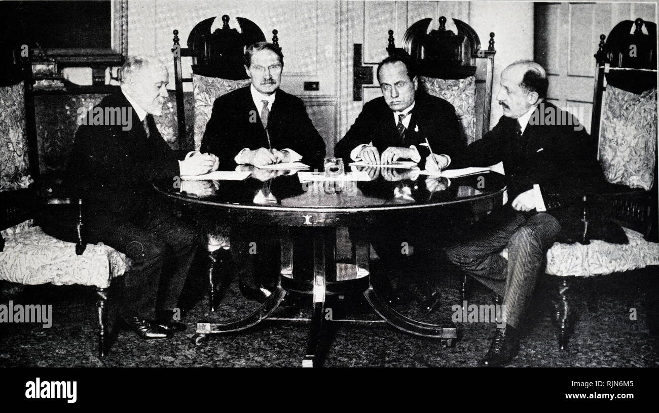 Four Prime Ministers at No 10 Downing Street London, the historic residence of the Prime Ministers of Great Britain, discussing ways and means, for making Germany discharge her debt. L to R : M Poincare, (France), Mr A Bonar law (Great Britain), Signor Mussolini (Italy)and. Theunis (Belgium) 1923 - Stock Image