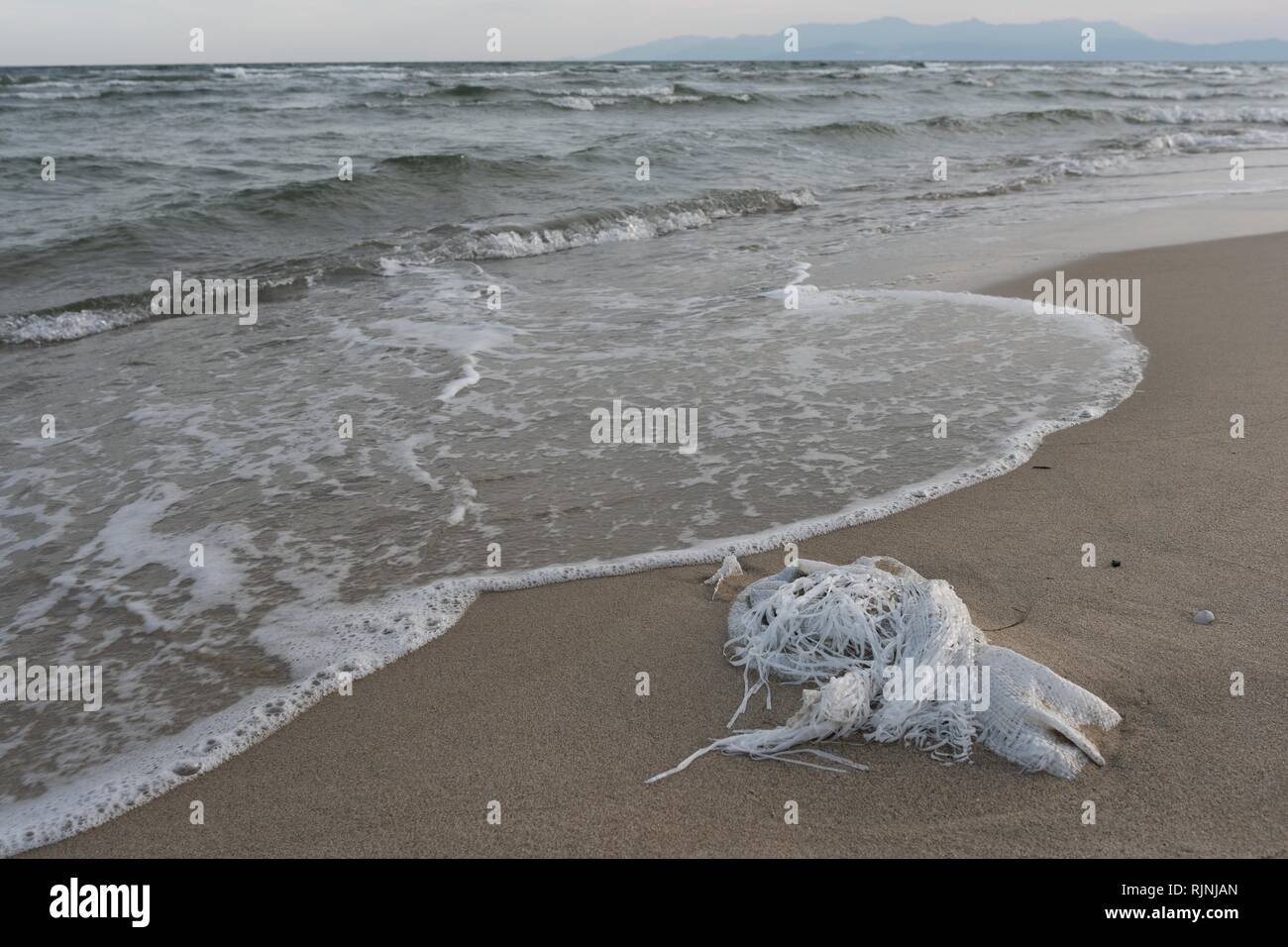Polluted beach beaches with waste - Stock Image